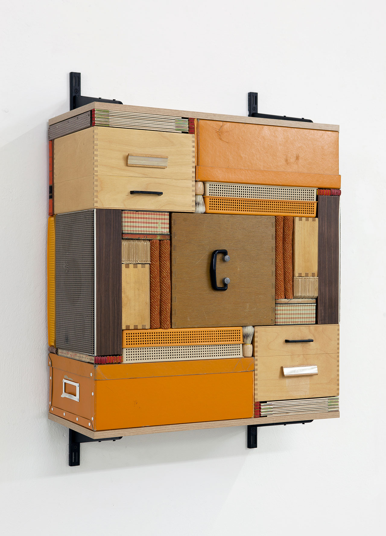 Michael Johansson, Flip Shelf (orange), 2018, ordinary items, shelfs, 100x72x31,5 cm. Courtesy: The Flat – Massimo Carasi, Milan. Photo © Michael Johansson.