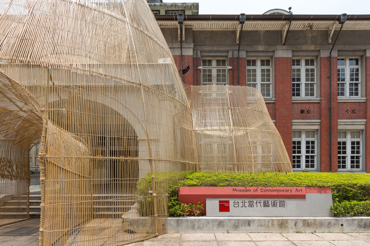 Cheng Tsung Feng, The Trap, 2018. Museum of Contemporary Art, Taipei. Bamboo, Rattan, Steel. 20m x 8.5m x 9m. Photo by Sheng Da Tsa.