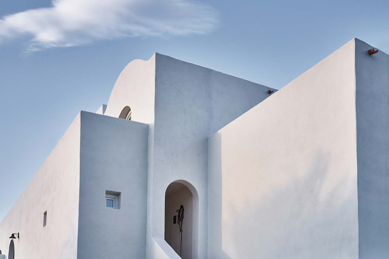 Photo by BREBA2 (Claus Brechenmacher and Reiner Baumann) © ISTORIA Hotel, Perivolos, Santorini, Greece.