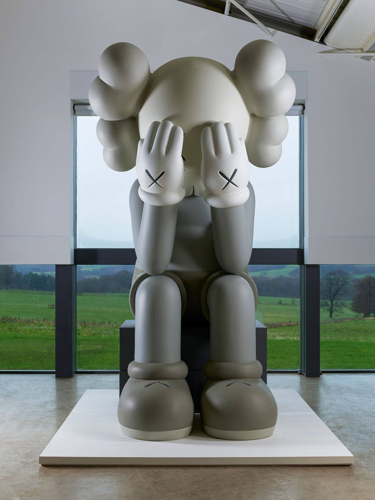 Companion (Passing Through),2010.Courtesy the artist, YSP and Galerie Perrotin. Collection of Larry Warsh. Fibreglass, metal structure, paint. H487.68cm W288.3cm. Photo © Jonty Wilde.