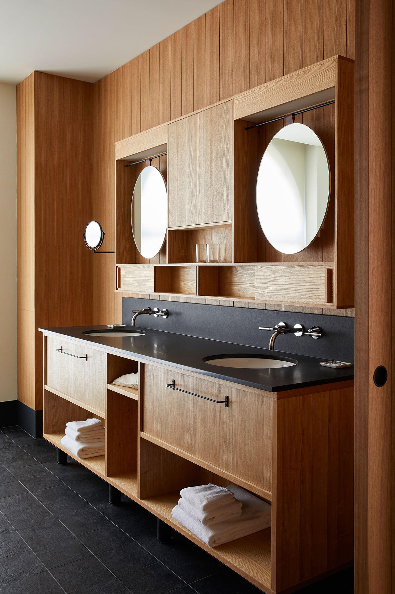 京都王牌酒店。 客房浴室。 牧野佳弘摄。