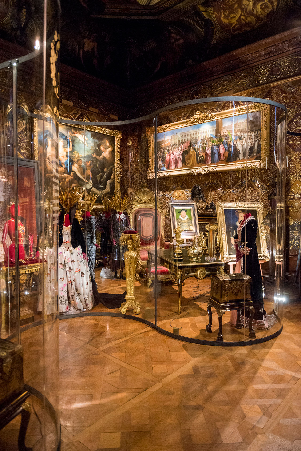Dressing to Impress, State Music Room. Photo courtesy Chatsworth House Trust.