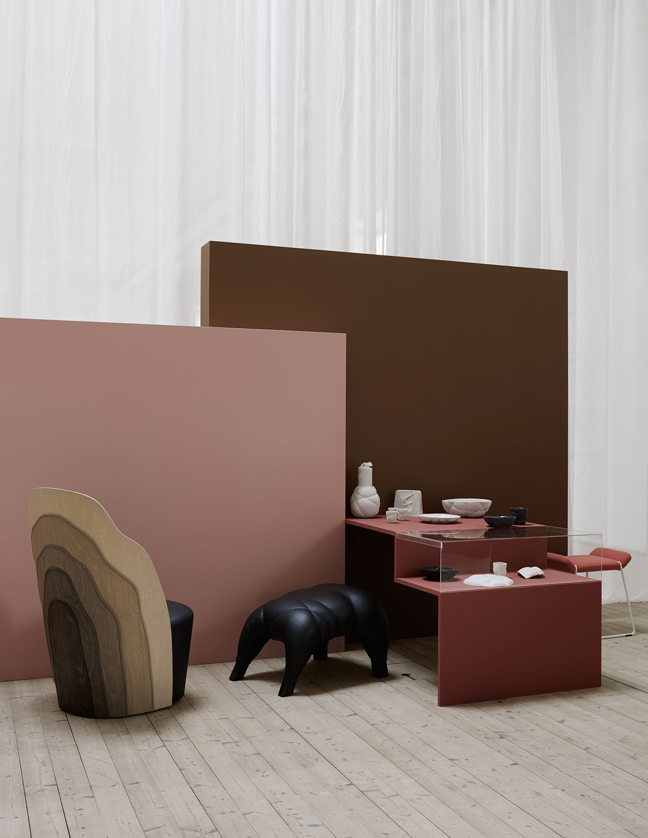 From left, armchair Julius, design Färg & Blanche for Gärsnäs. Video from production at Gärsnäs. Armchair Couture, design Färg & Blanche for BD Barcelona. Stool Succession, Färg & Blanche. Ceramic Succession Ceramic for Petite Friture 2016. On the podium, form for the production of the carafe in felt, the first mold in plaster. Under the glass case, material for the formation of Succession Ceramics. Stool Frankie, design Färg & Blanche for Johanson Design. Photo by Kristofer Johnsson.