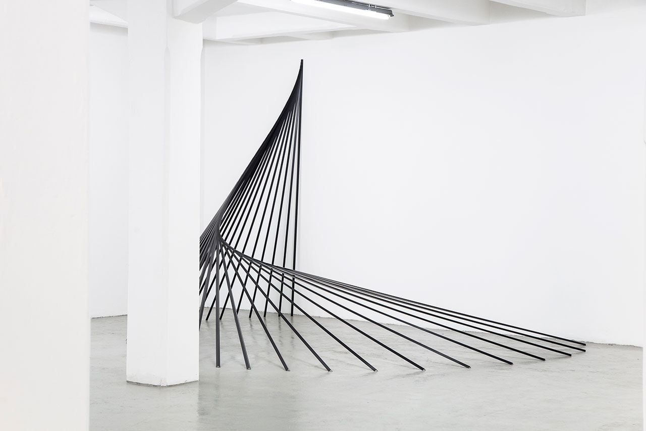 Jonathan Vivacqua, General perimeters upstand trims aluminum, Armstrong, 2015, 300x450x400 cm. Courtesy: The Flat – Massimo Carasi. Photo by Luca Panegatti.