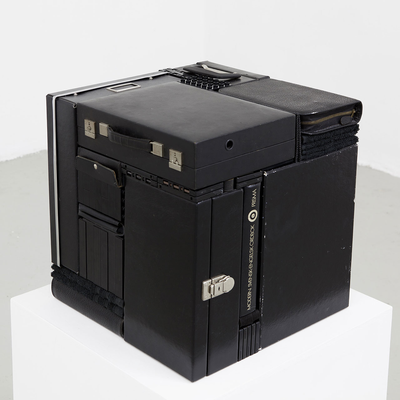 Michael Johansson, Déjà vu, 2018, black ordinary items, 45,5x44x42,5 cm. Courtesy: The Flat – Massimo Carasi, Milan. Photo © Michael Johansson.