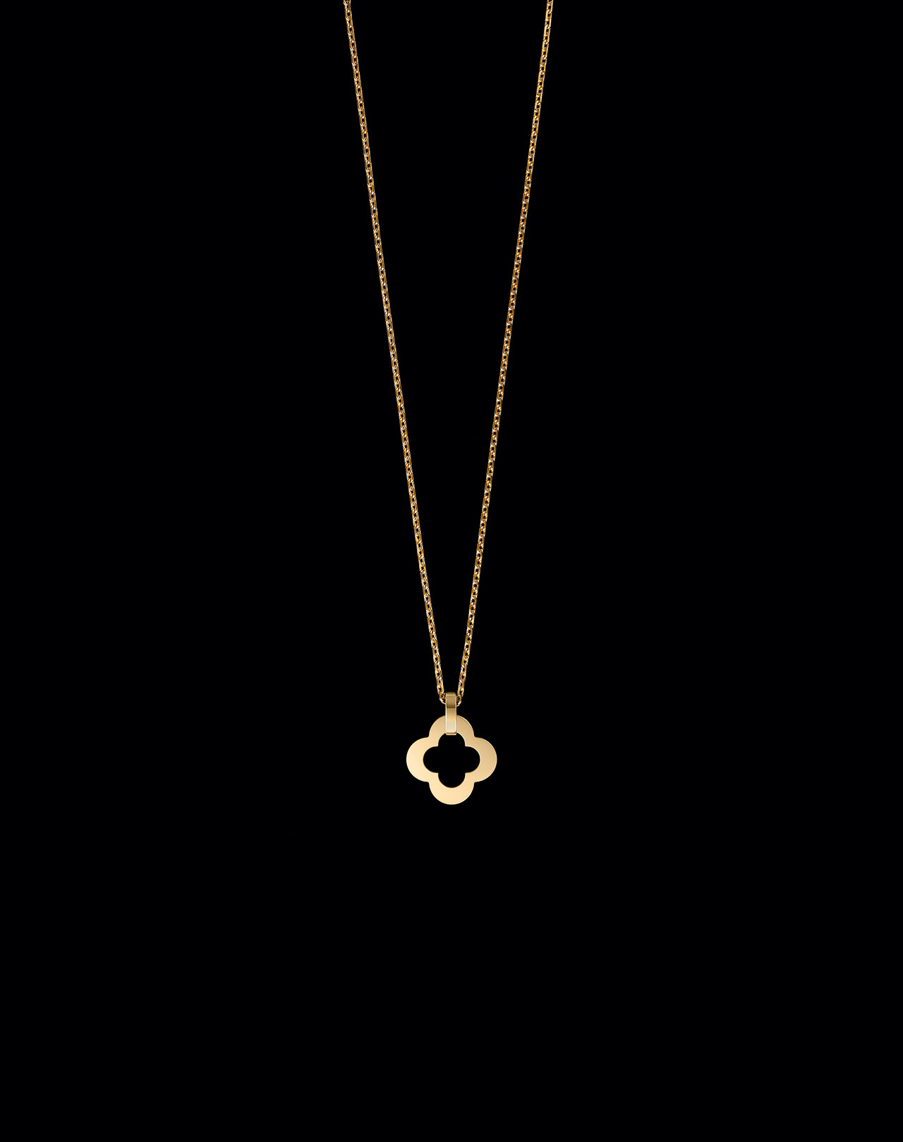 Byzantine Alhambra pendant, yellow gold, 2018.Photo by Patrick Gries ©Van Cleef and Arpels.