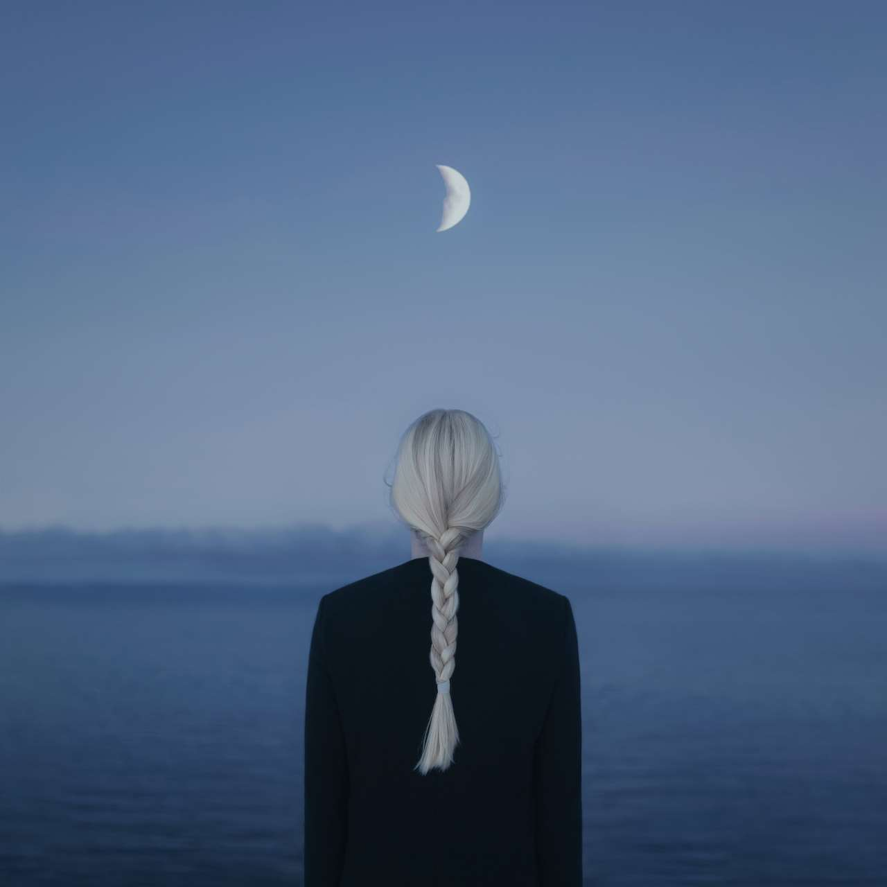 Gabriel Isak, Illumination in the Dark, from 'The Blue Journey' series. © Gabriel Isak.