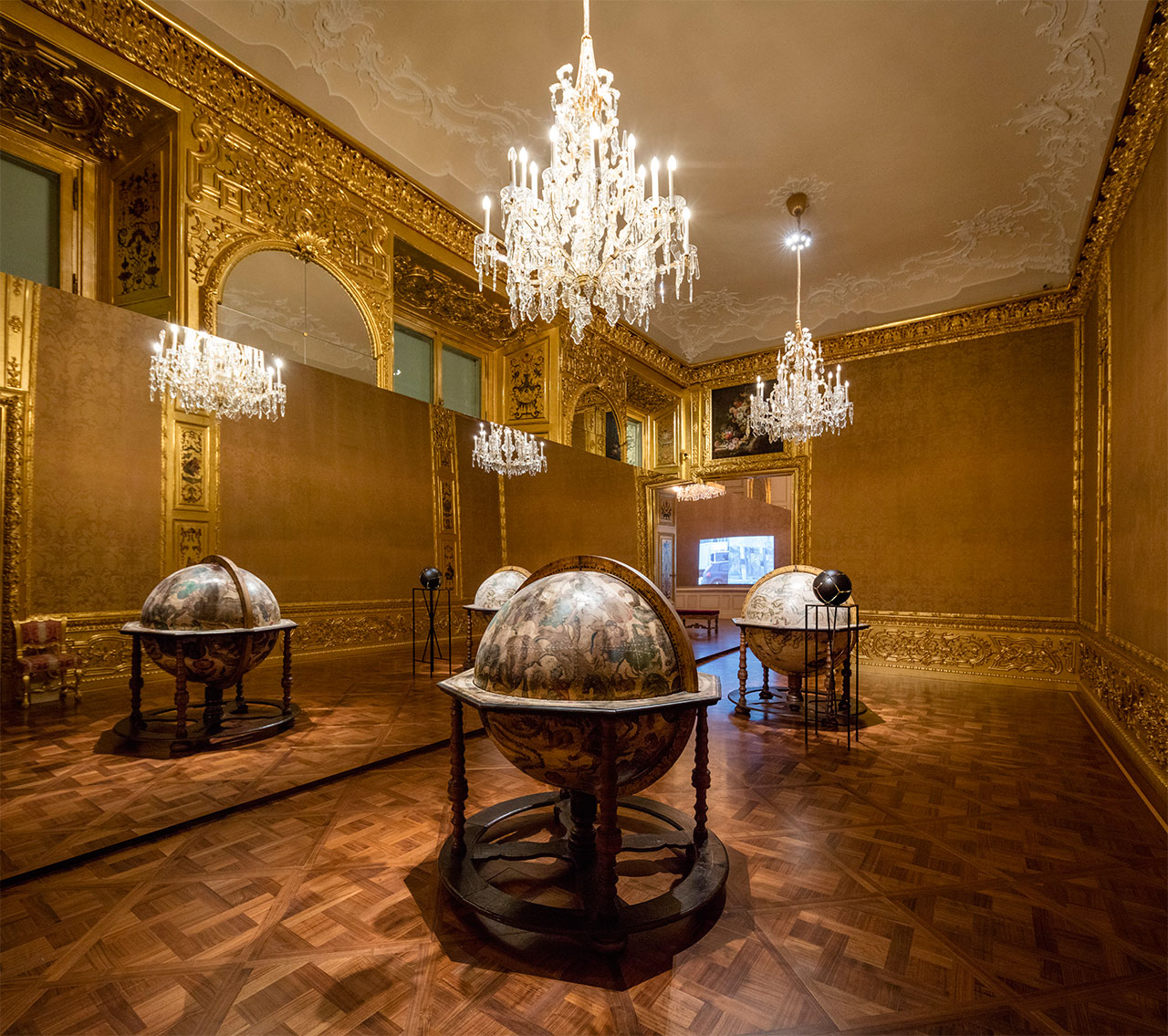 Olafur EliassonLines for horizons, 2014Partially silvered glass sphere, acrylic paint (black), stainless steel, paint (black)151,5 x 36 x 36 cm, glass sphere: ø 32 cm The Winter Palace of Prince Eugene of Savoy, Vienna 2015 Photo by Anders Sune BergCourtesy of The Juan & Patricia Vergez Collection, Buenos Aires© Olafur Eliasson.