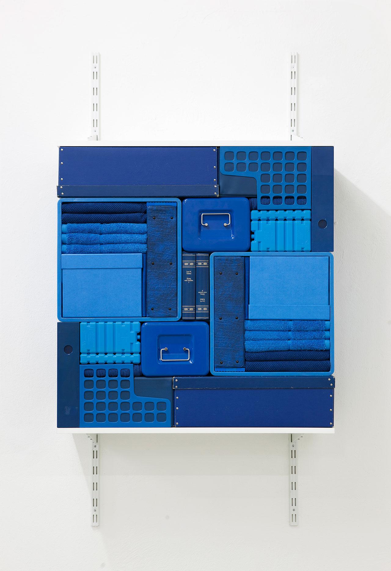 Michael Johansson,Flip Shelf(blue), 2018, blue ordinary items, shelfs,149,5x80x31 cm. Courtesy: The Flat – Massimo Carasi, Milan. Photo © Michael Johansson.