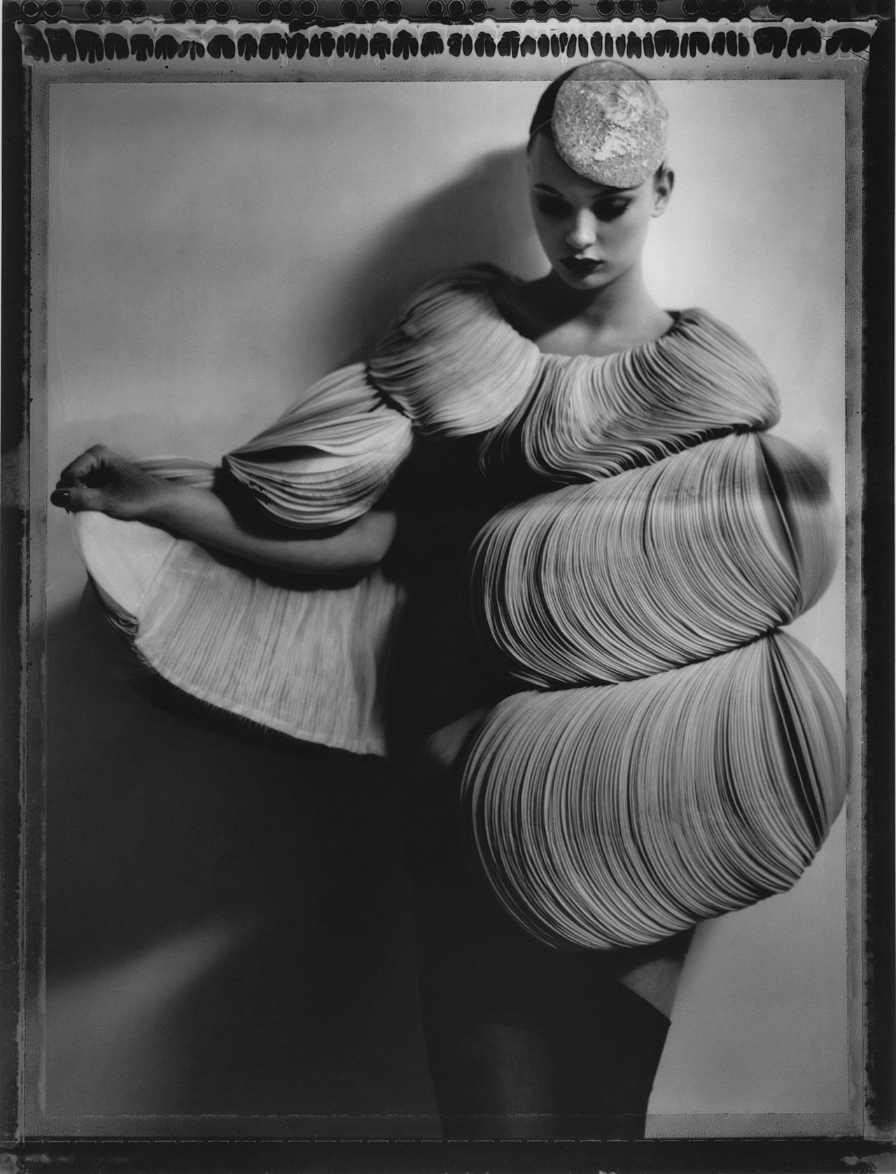 "Cathleen Naundorf ""Valentino en rose"" Valentino Haute Couture winter 2007 -n°59, Gelatin silver print, 2007."