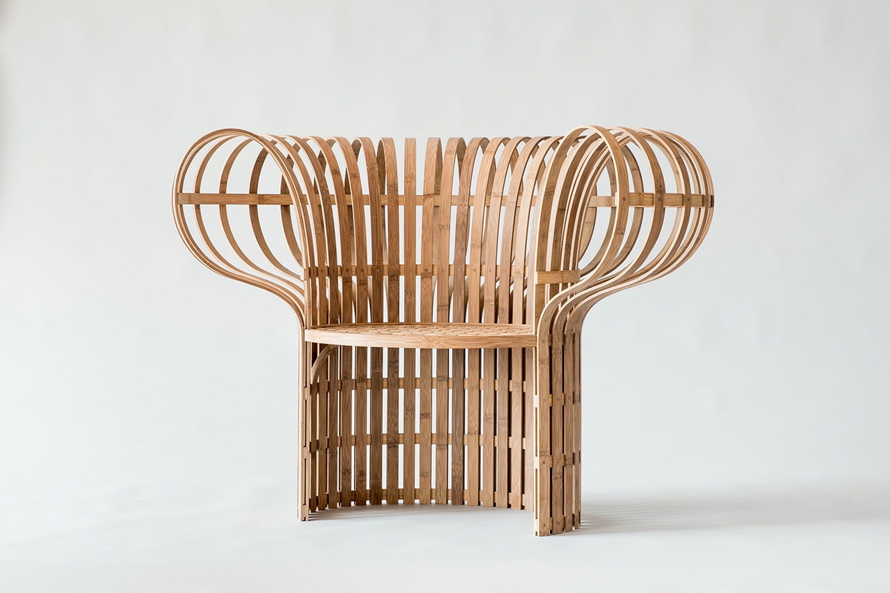 The Indigo-Dyed Bamboo Chair, designed by Jin Kuramoto (Japan). Craftsmen : Lin, Jian Cheng (Taiwan), Tang, Wen-Chun (Taiwan). Photo by Maciej Korbas (Poland) / Courtesy NTCRI & Taiwan Designers Web.