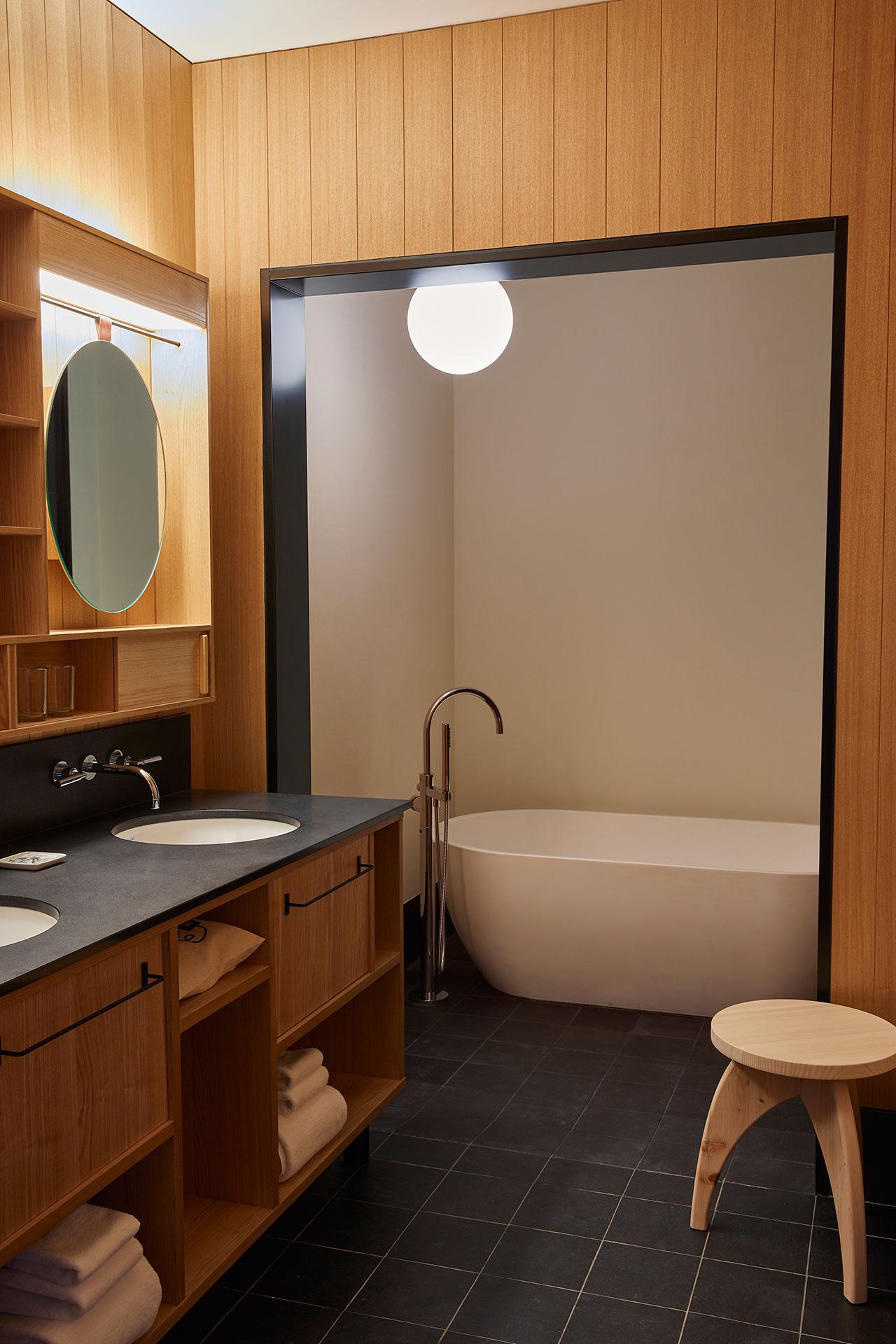京都王牌酒店。 套房浴室。 牧野佳弘摄。
