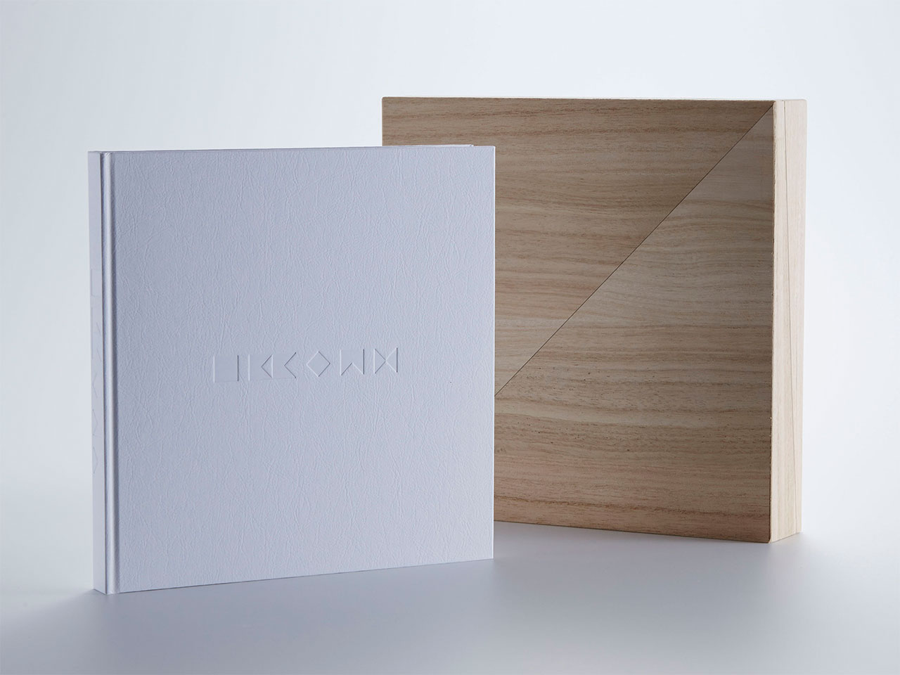 Cover and box of IKKOAN book. Creative Director, Editor: Ryusuke Nanki. Art Director: Kazunori Kawagoshi. Photographer: Makoto Horiuchi. Design: Hiromi Irisawa.