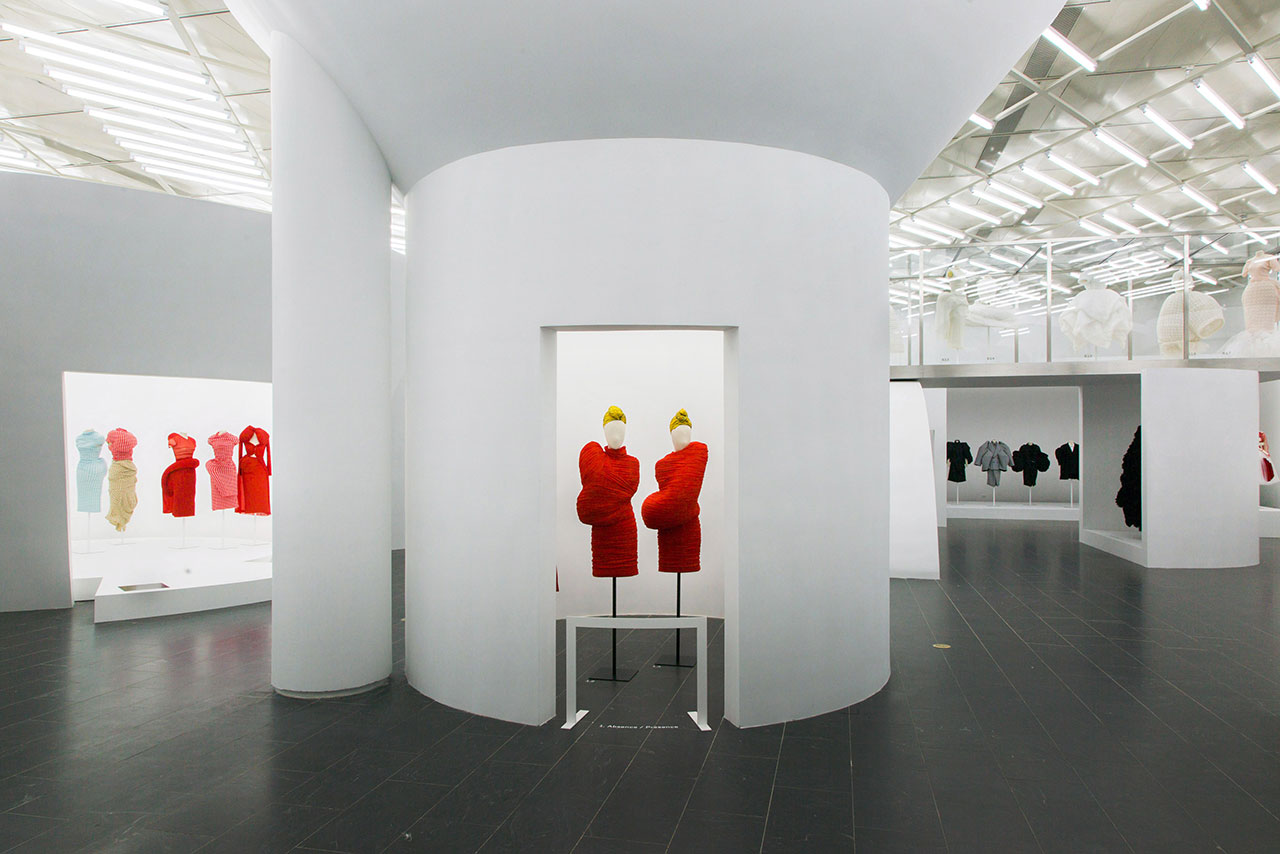 Rei Kawakubo/Comme des Garçons: Art of the In-Between. Gallery View, Absence/Presence© The Metropolitan Museum of Art.
