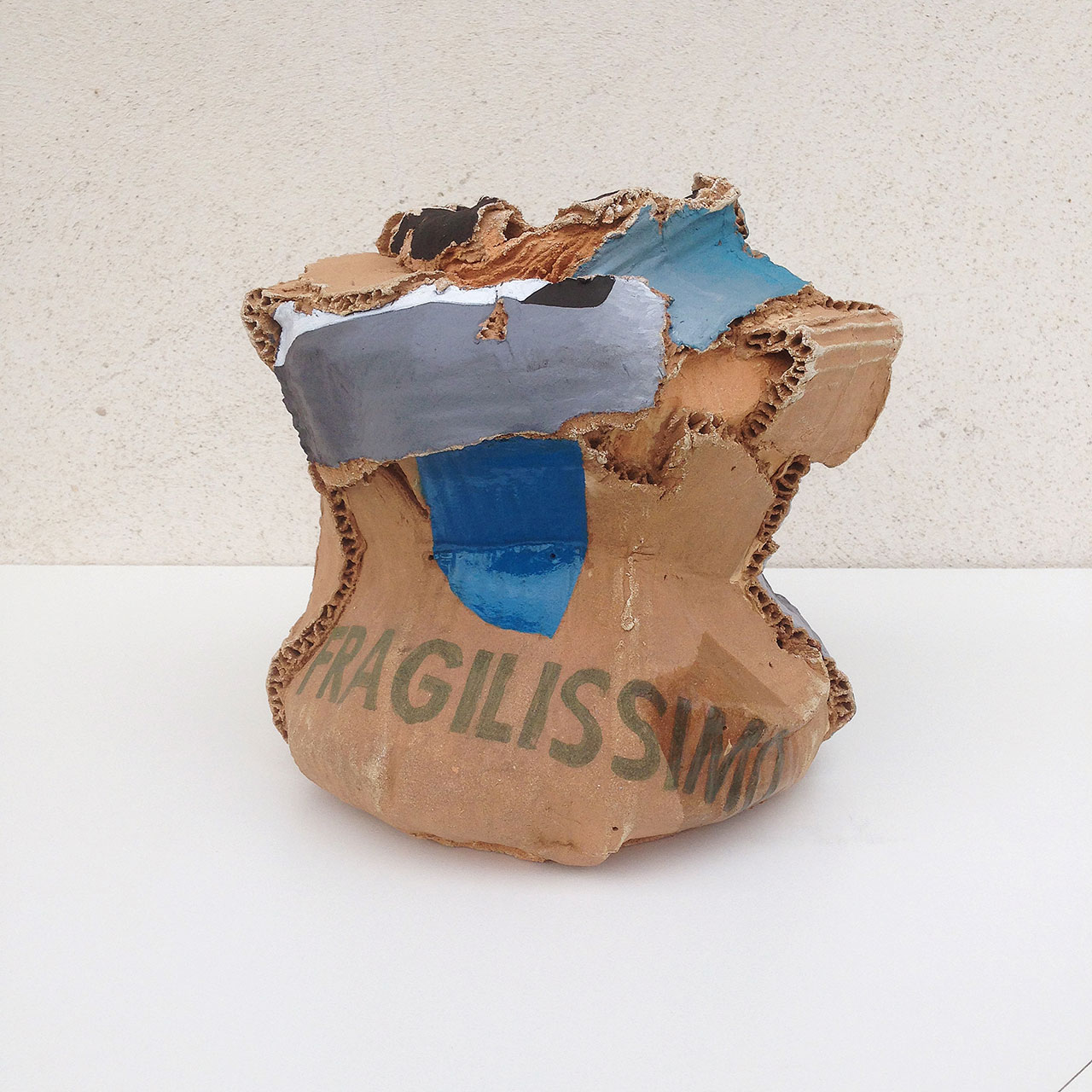 Rodrigo Torres, China in a Box Dynasty, 2016. 17.8 × 20.3 × 17.8 cm. Acrylic paint and varnish over ceramics. Photo by Rodrigo Torres. Courtesy A Gentil Carioca.