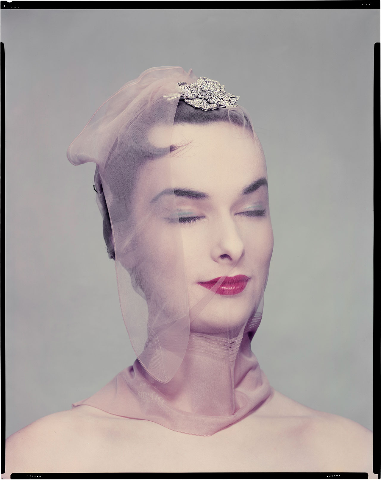 Variant of the photo published in Vogue US, 1st April 1954 «beauty ready to sleep». Model: Victoria von Hagen © The Estate of Erwin Blumenfeld.