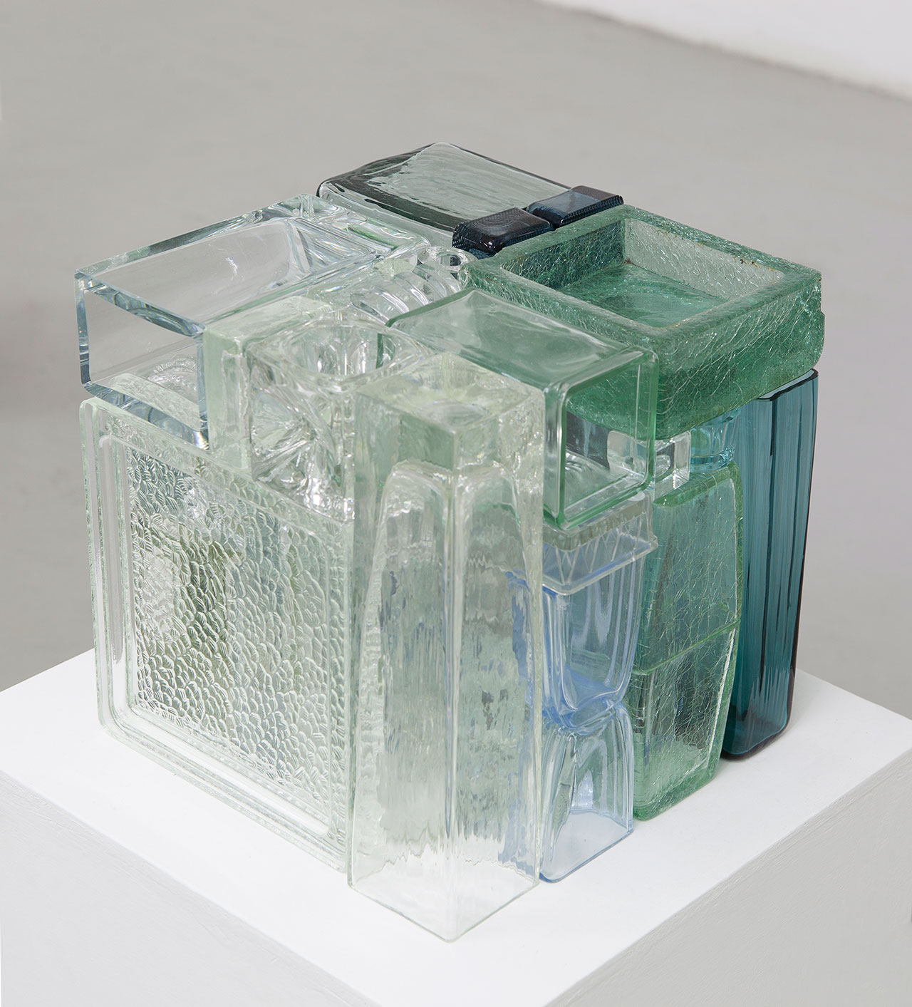 Michael Johansson, Trasparent crossfade, 2017, glass items, 28x28x28 cm. Courtesy: The Flat – Massimo Carasi, Milan. Photo © Michael Johansson.