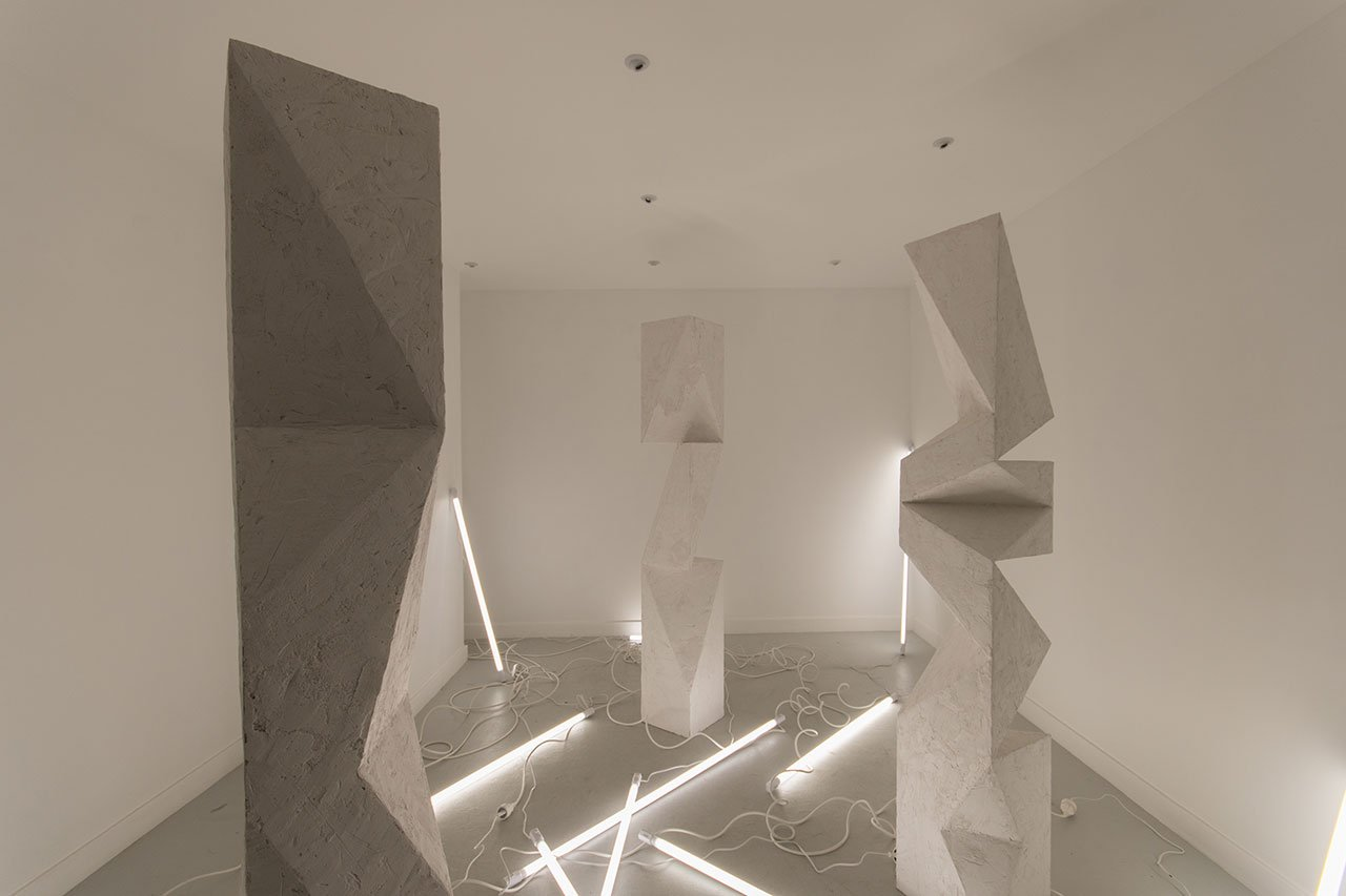 Aldo Chaparro site-specific installation at Amastan Paris. Photo courtesy the artist, Amastan Paris and PEANA Projects.