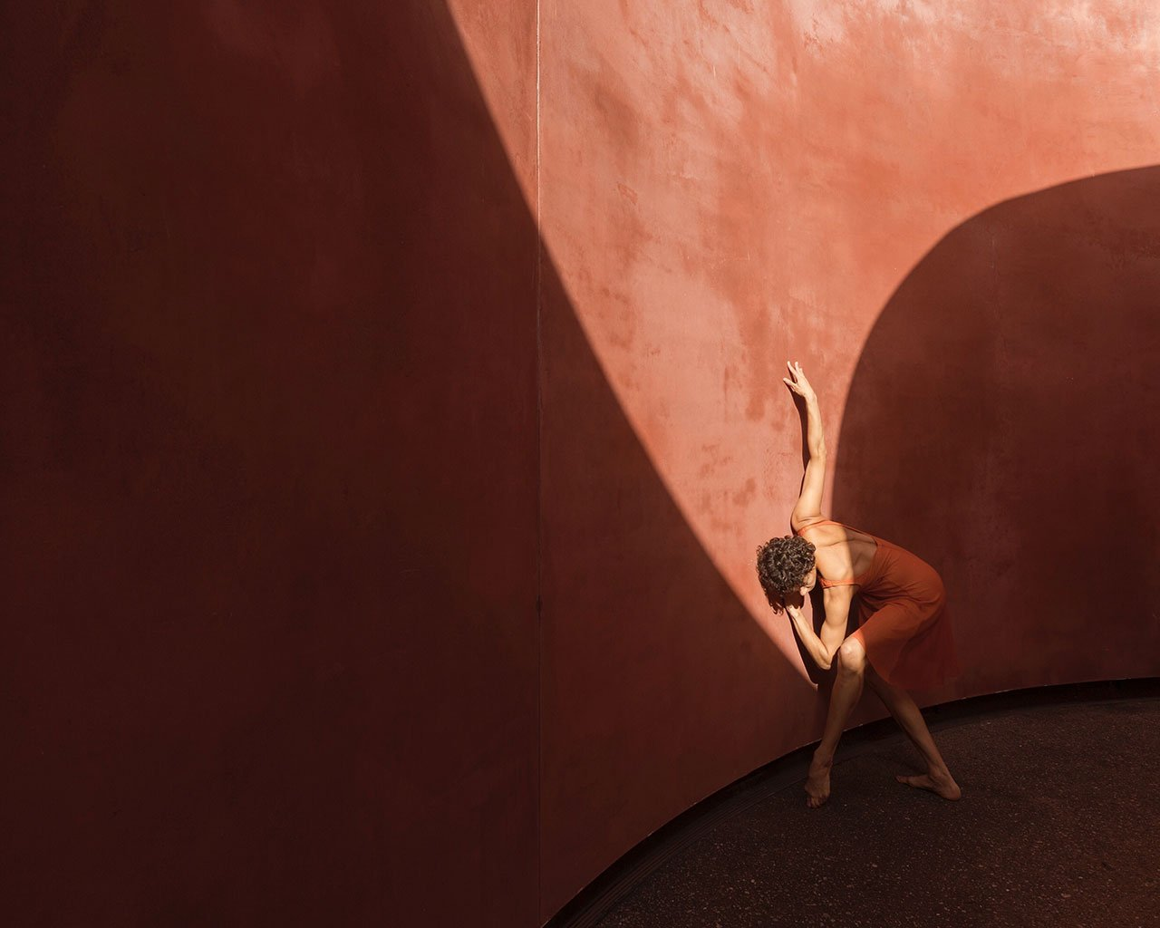 Location: de Young Museum  | Dancer Lines Ballet | Photo © Michael O'Neal from the series #CamerasandDancers.