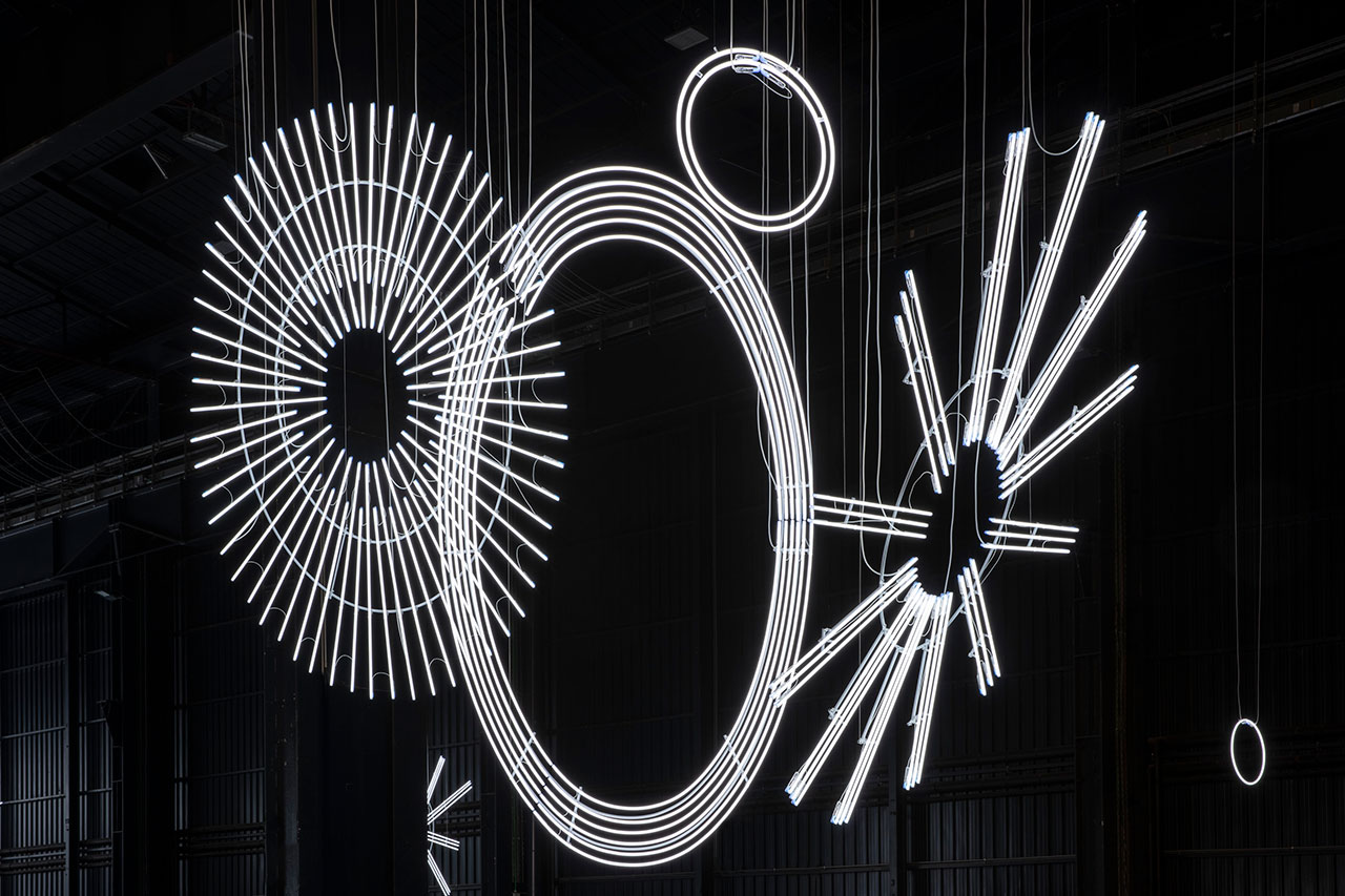 Cerith Wyn Evans, Radiant Fold (…the Illuminating Gas), 2017-2018. Installation view at Pirelli HangarBicocca, Milan, 2019. Courtesy of the artist; Amgueddfa Cymru – National Museum Wales and Pirelli HangarBicocca. Photo: Agostino Osio.
