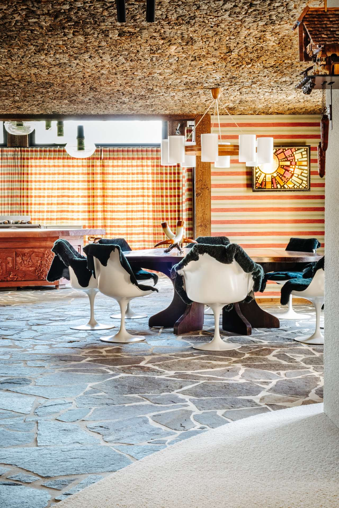 For an Alpine chalet Demeyer created a zero-wood atmosphere with a 1960s French flavor. Featured in the book 'Fearless Living'. Photo © JPDEMEYER&CO.