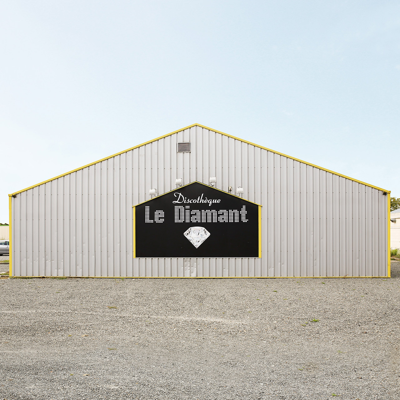 « Le Diamant - 53150 Neau (Mayenne) ». Photograph by François Prost. After Party series, 2011-2017. Courtesy François Prost.