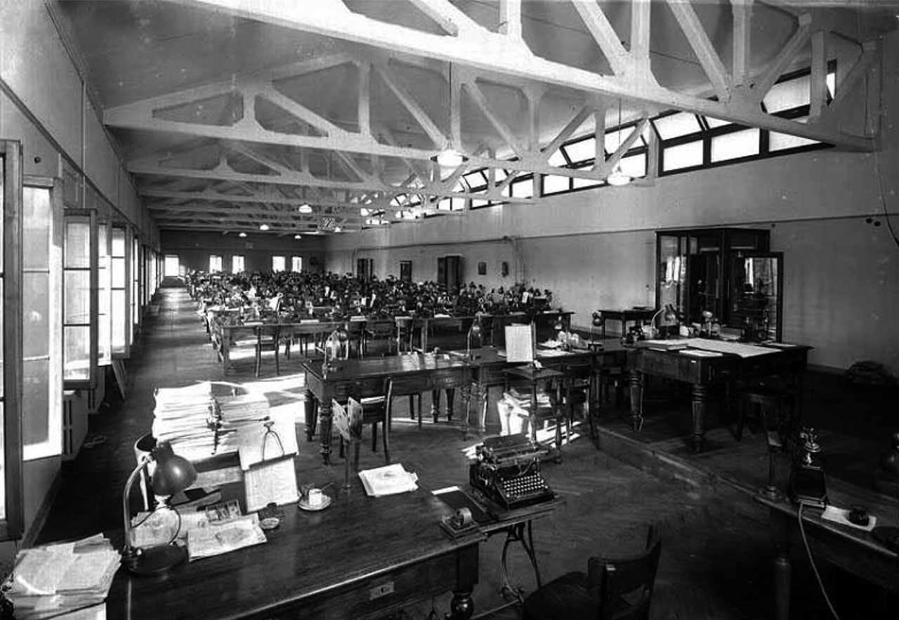 Il Fondaco dei Tedeschi, the telegraphs room with concrete trusses visible, 1940. Image courtesy OMA.