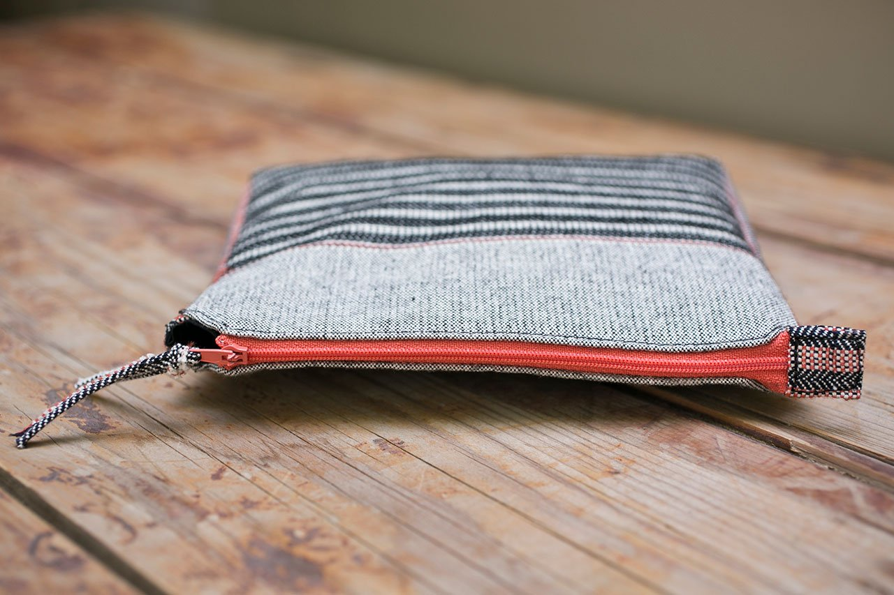 Bronze Age Series, Black and White, Handwoven zipper pouch, 20 x 10 cm, Cotton, wool, acrylic. Photo by Panagiotis Mina.