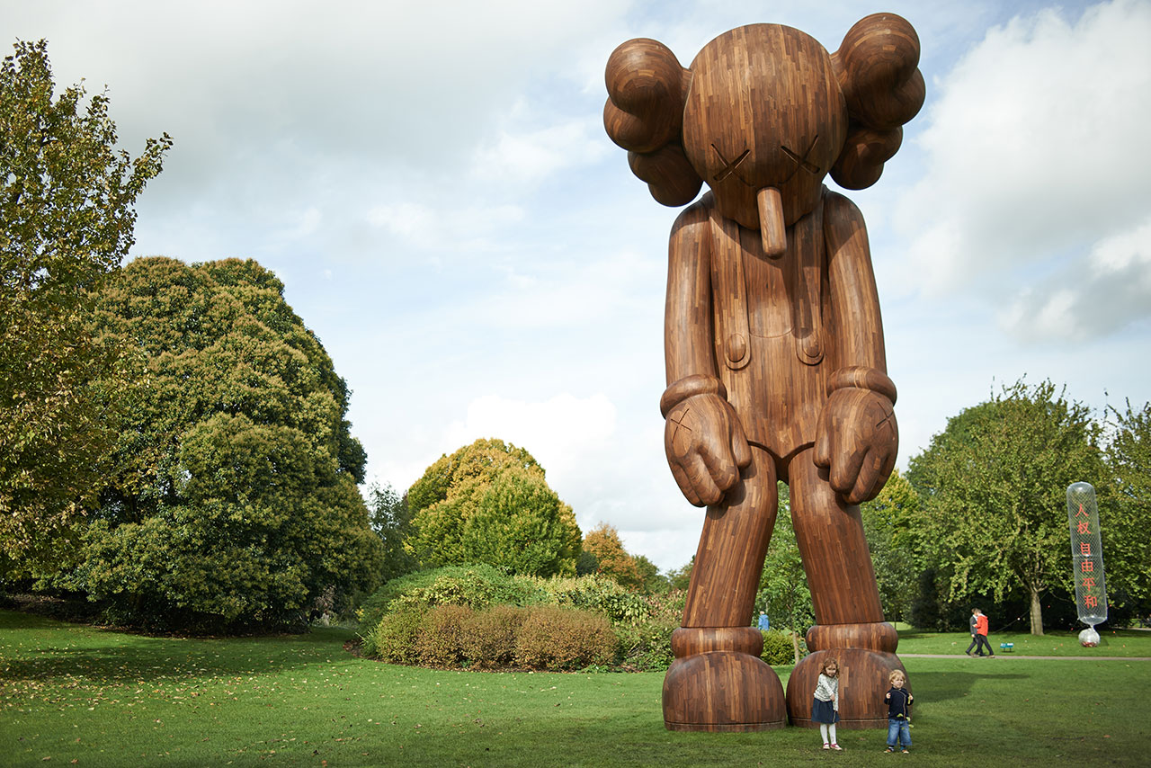 Small lie,2013. Courtesy the artist, YSP and Galerie Perrotin. Afromosia, H1000cm x W464cm x D427.2cm.
