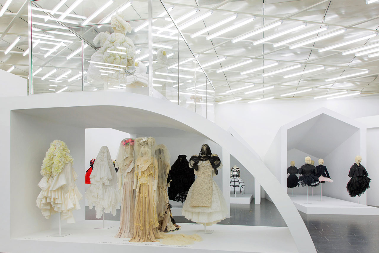 Rei Kawakubo/Comme des Garçons: Art of the In-Between. Gallery View, Then/Now© The Metropolitan Museum of Art.