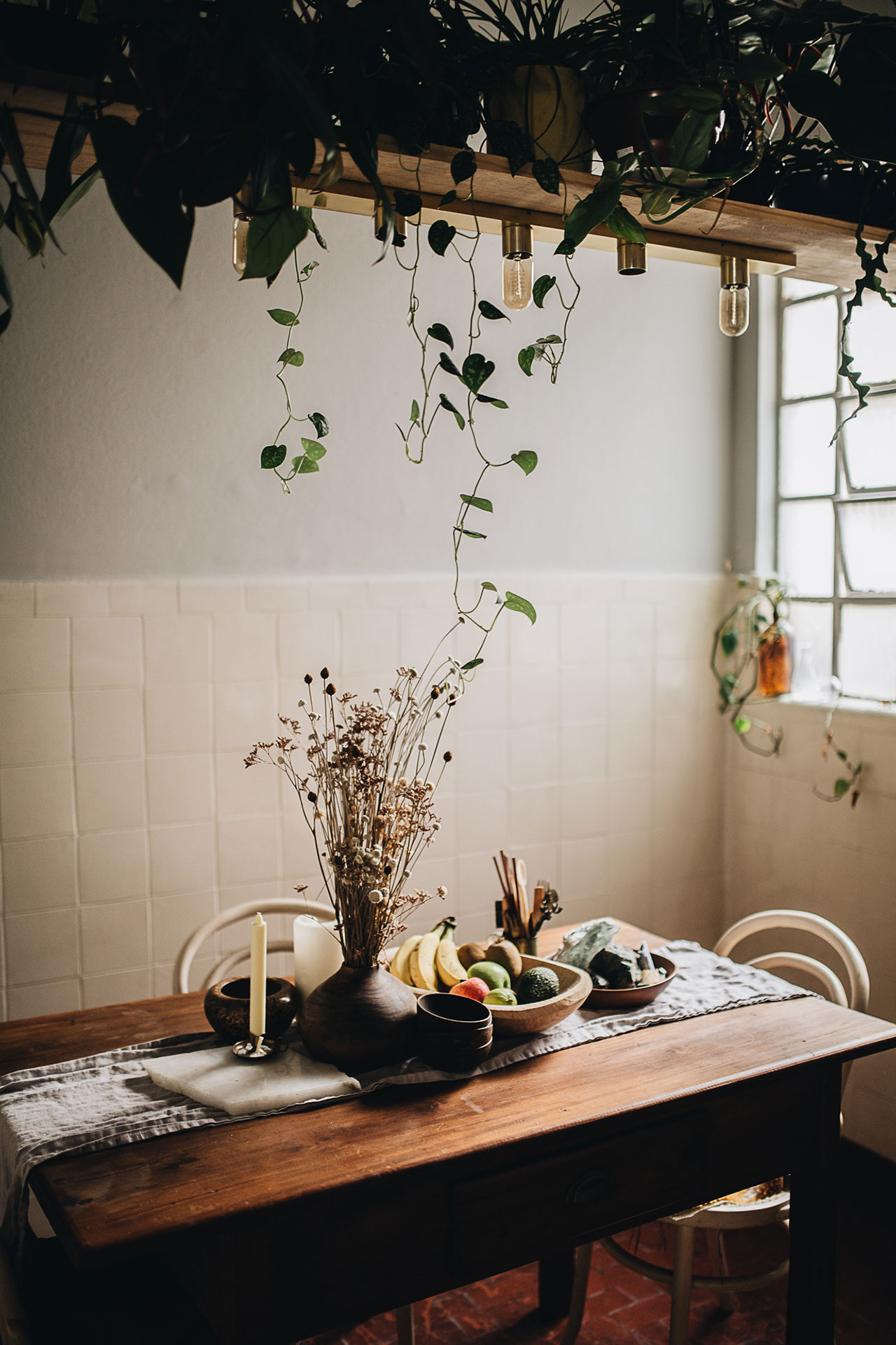 PLANT TRIBELIVING HAPPILY EVER AFTER WITH PLANTSBy Igor Josifovic & Judith de Graaff Photo: The home ofDerek Fernandes in São Paulo, Brazil.Photography by Jules Villbrandt.