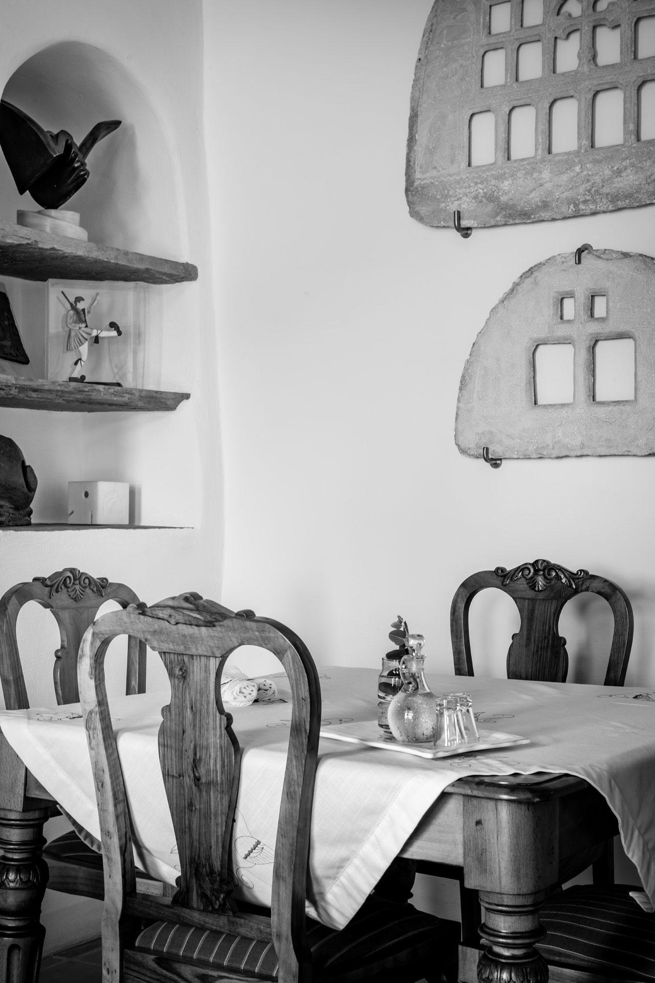 Photo by Elias Joidos © Yatzerland Ltd.Crossroads Inn Hotel, Tripotamos, Tinos, Greece.