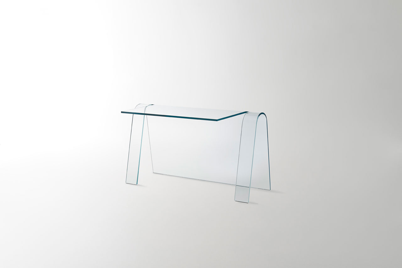 FOLIOglass desk by Yabu Pushelberg for GLAS Italia. Made with a single sheet of transparent 15mm thick extralight curved glass.