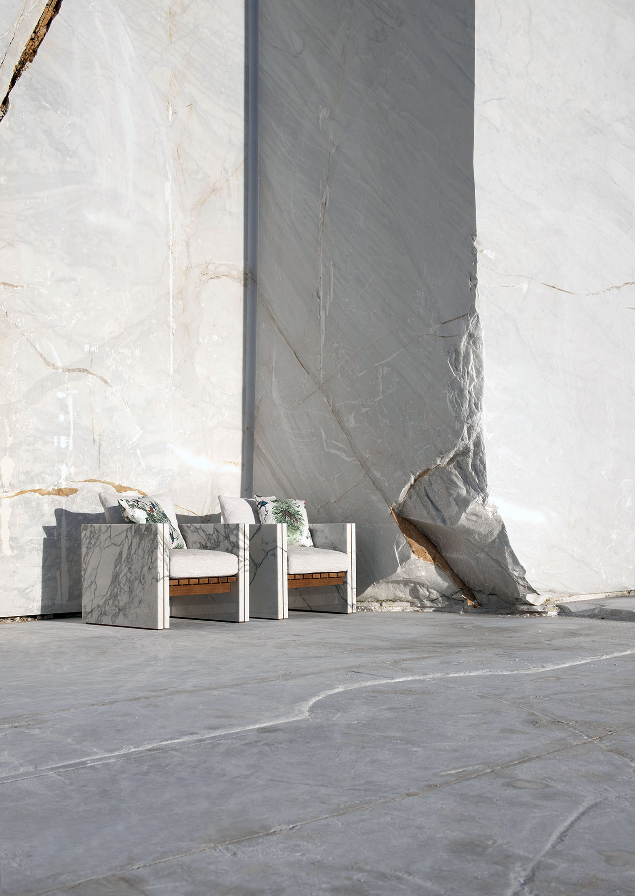BETTOGLI marble armchair by Eugenio Biselli for Franchi Umberto Marmi.