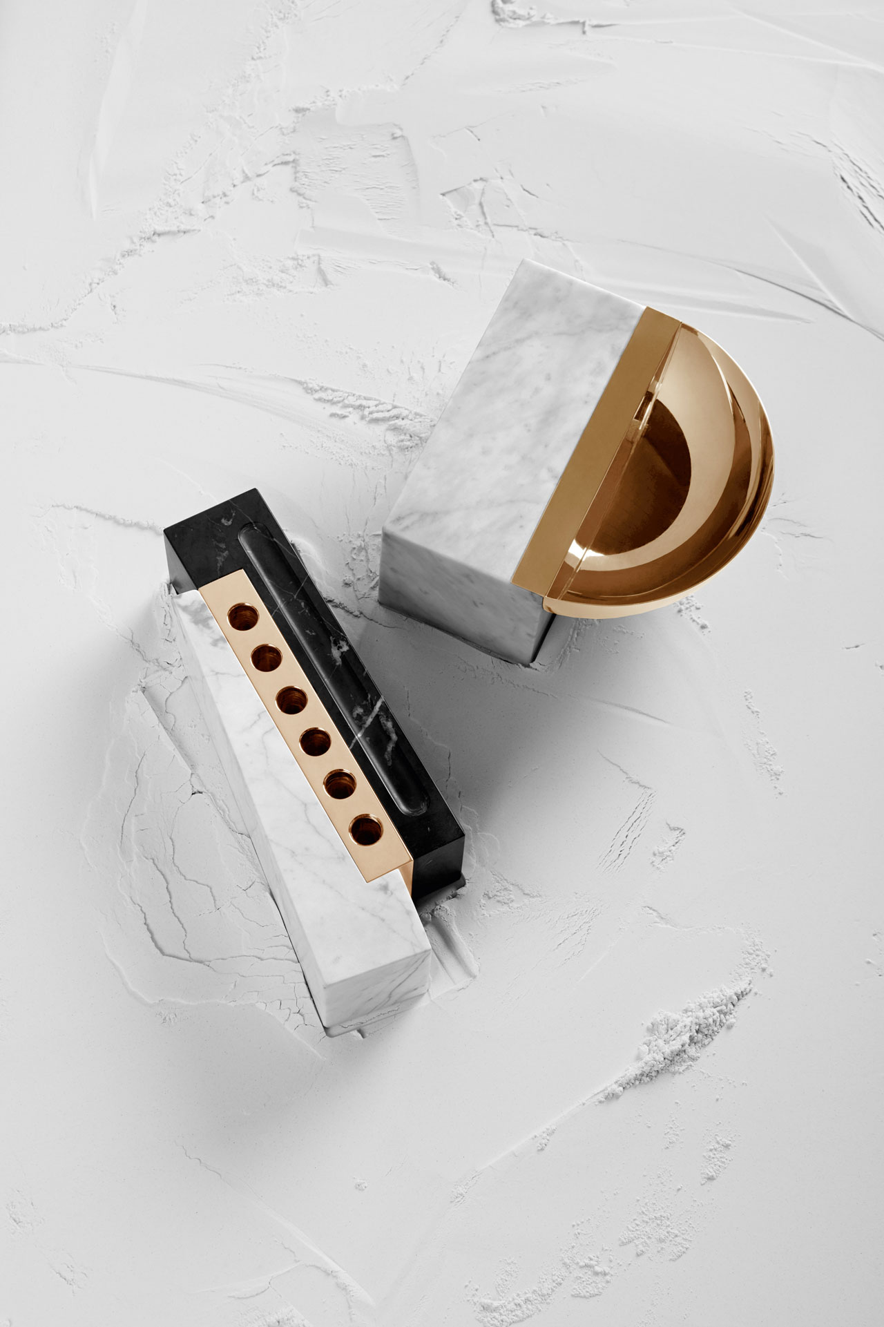 Hemisphere bowl (Bowl in Carrara Marble in honed finishing; metal in Gold plated Brass.) and Interstellar pen holder (two solid blocks of Carrara and Negro Marquina Marble in honed finishing; metal in Yellow Gold 24 K plated Brass) from the home acessories of Ginger & Jagger.