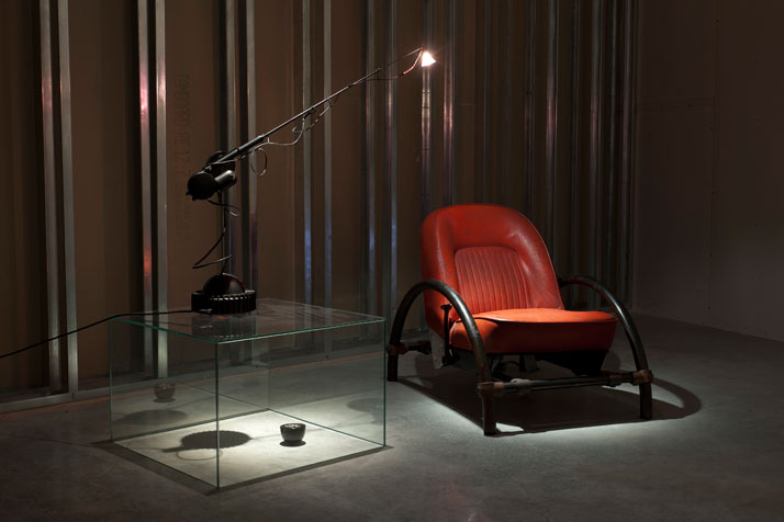 In Reverse, Installation Image.Aerial Light (1981) & The Rover Chair (1981).Courtesy of Ron Arad Associates.