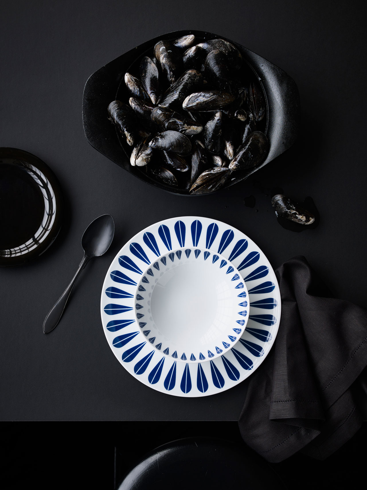 Arne Clausen • White porcelain plate with dark blue lotus pattern by Lucie Kaas.