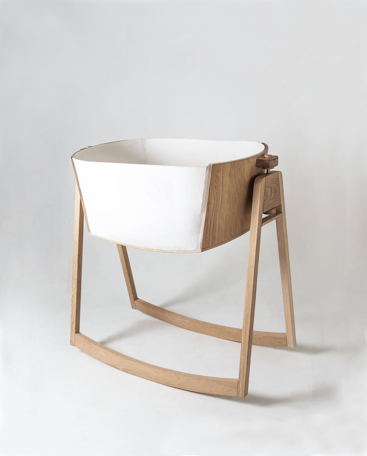LUNI baby cradle by Anniken Frich, Erik Harmens & Izelin Tujunen. Presented at the Greenhouse of SFF2016 by the students of Product design at Oslo and Akershus University College of applied sciences.