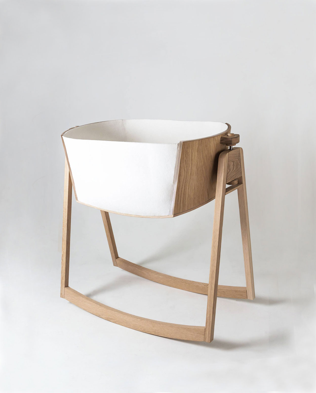 LUNIbaby cradle byAnniken Frich, Erik Harmens & Izelin Tujunen.Presented at the Greenhouse of SFF2016 by the students ofProduct design at Oslo and Akershus University College of applied sciences.