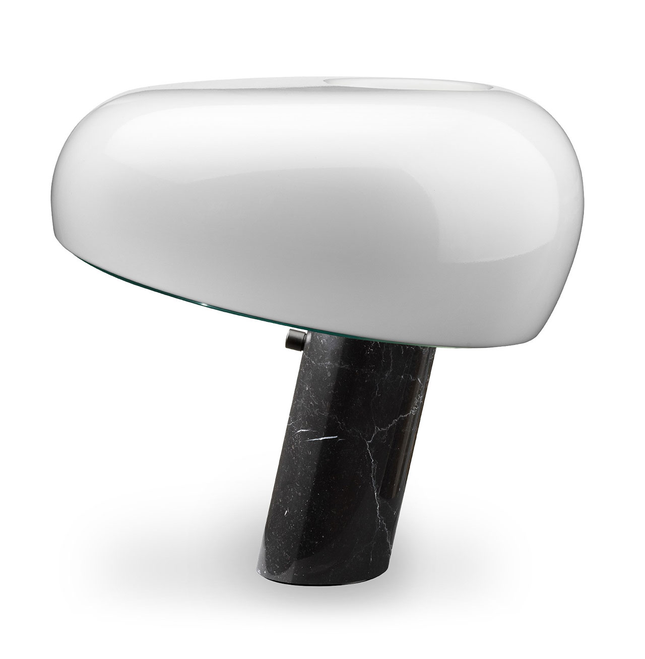 Mohd Special Edition: Snoopy White Table Lamp. Photo © Mohd.