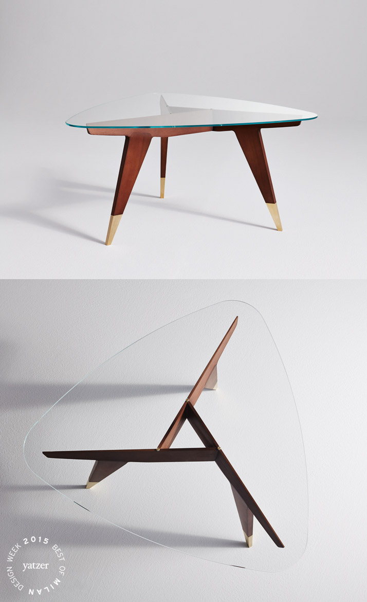 The D.552.2 small table by Gio Ponti, in wood with a glass top, designed for the American company M. Singer&Sons in the '50s has been reissued by Molteni&C in partnership with Gio Ponti's heirs.