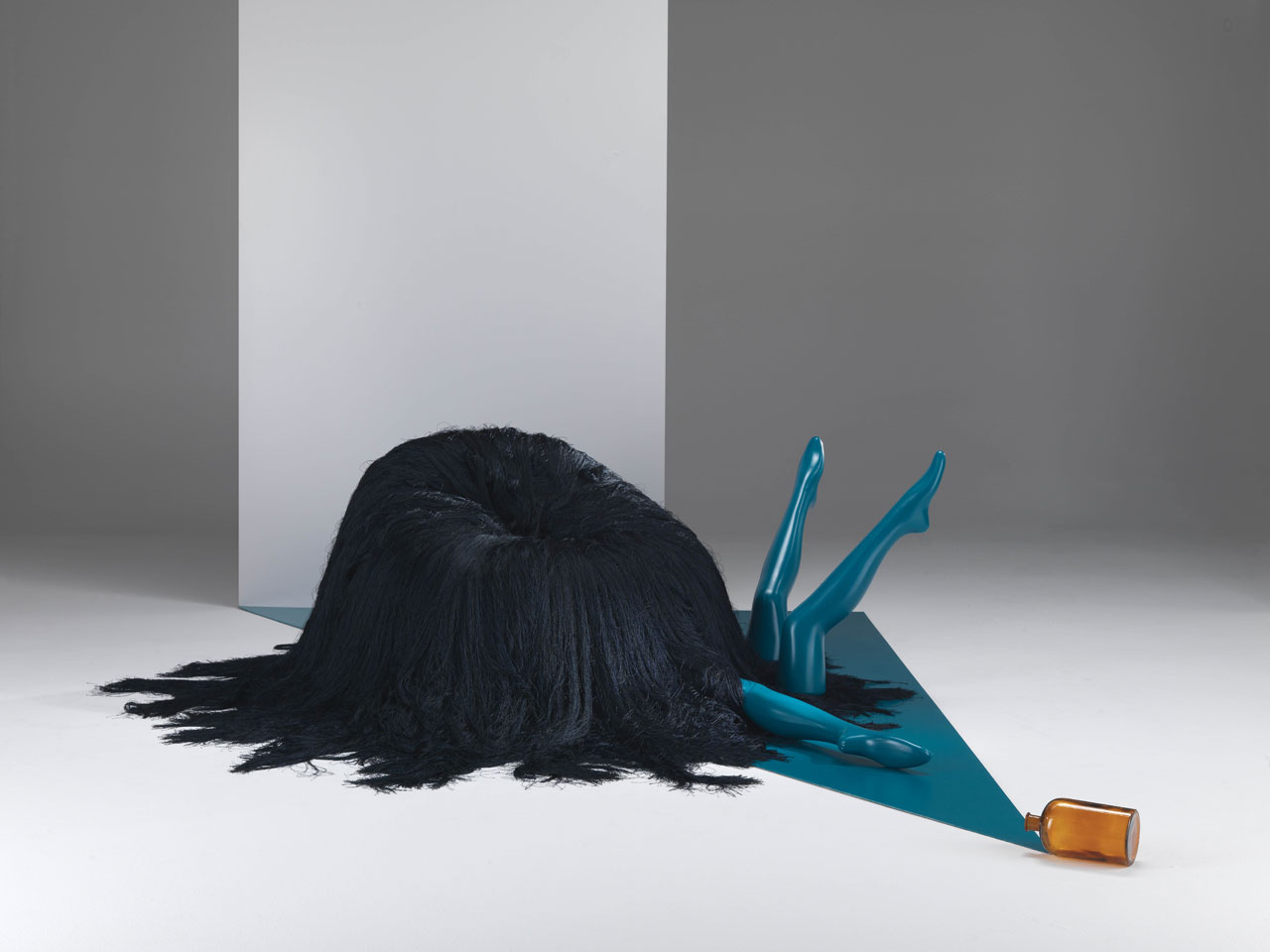 OGLOF pouf by CTRLZAK for JCP Universe.Materials: memory foam cushioned structure with black and blue thin Cordonetto fringes.Dimensions (H x W x D): 63cm x 90cm x 92cm. OGLOF storytelling picture. Photo by Silvio Macchi, set design by Katia Meneghini © JCP Universe.