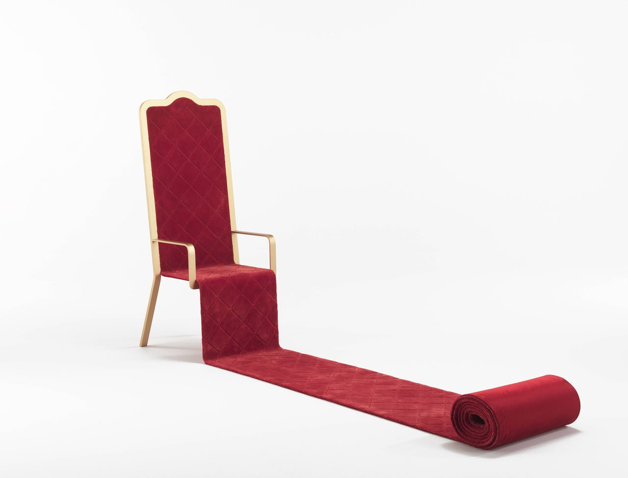 """OSFORTH throne by Emanuele Magini for for JCP Universe.Materials: hand-woven red carpet in Bamboo Silk on iron structure in matte """"tailor made"""" gold finish.Dimensions (H x W x D): 150cm x 59cm x 62-500cm.Photo by Silvio Macchi© JCP Universe."""