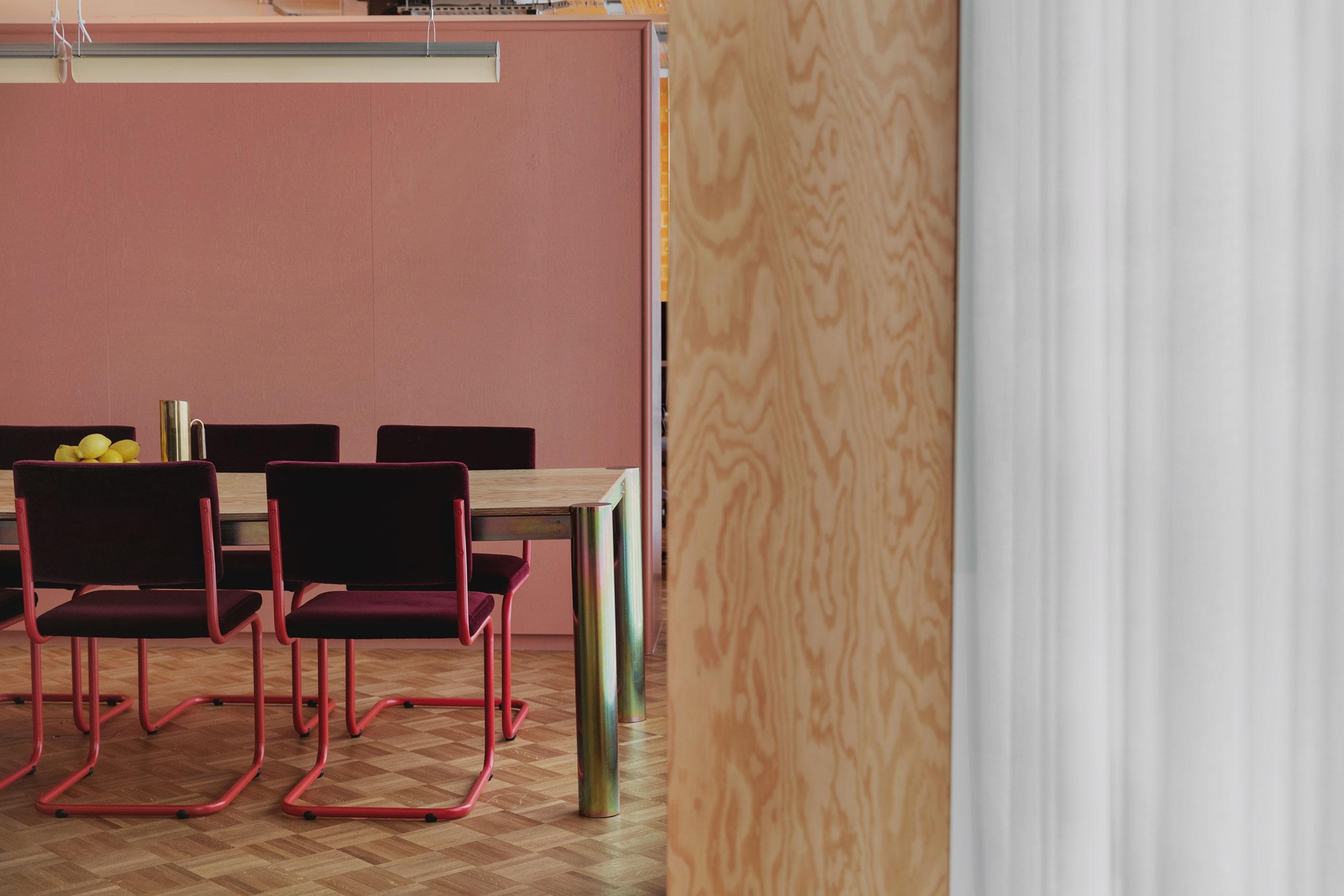 Daytrip工作室在伦敦的媒体办公室。 Mariell Lind Hansen摄影。