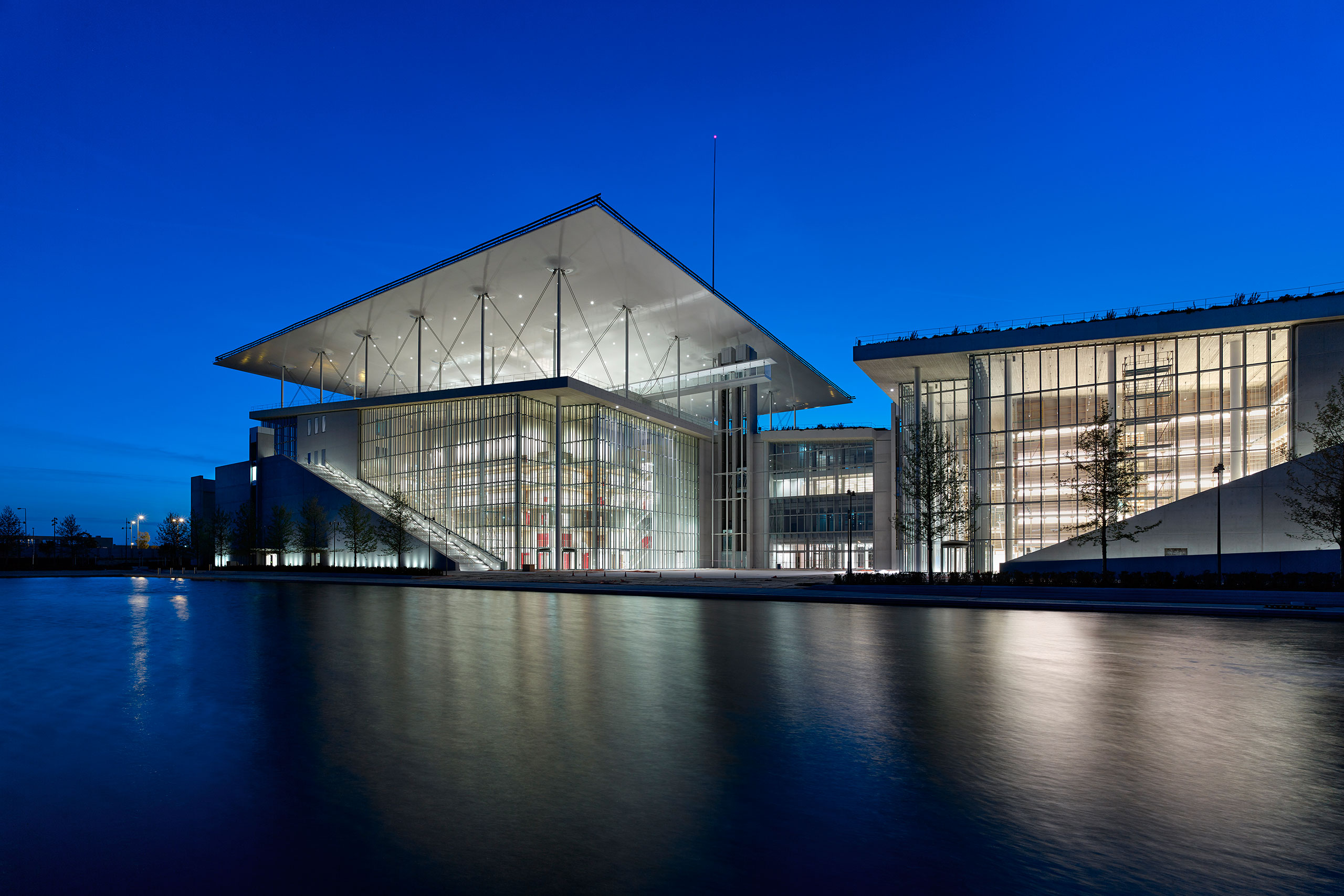 Night view of the SNFCC. Photo © SNFCC / Yiorgis Yerolymbos.