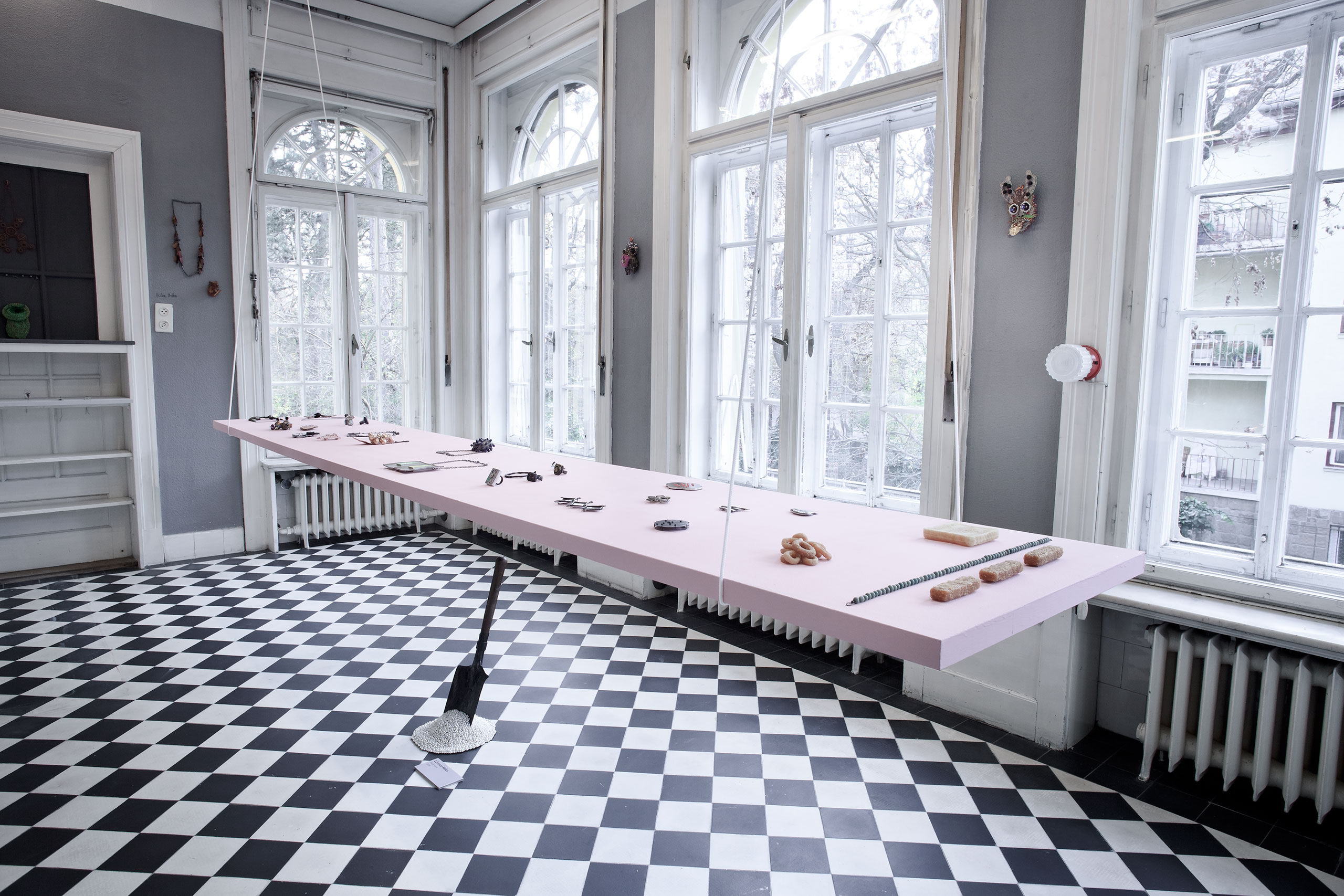 Installation view. Room filled up with the works of world famous contemporary jewellery makers. Photo by Aron Weber.