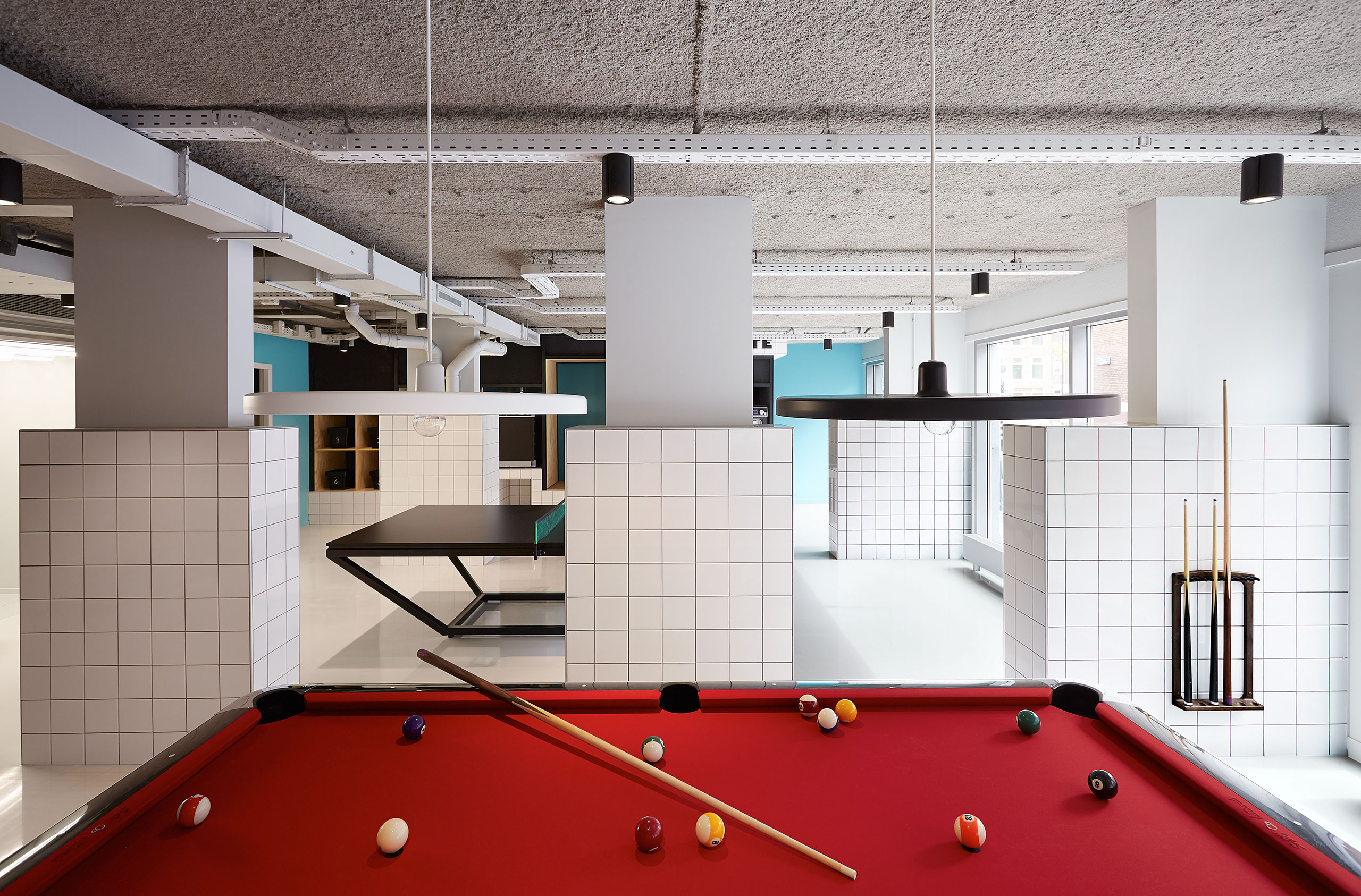 https://www.yatzer.com/sites/default/files/media/slideshow/p8_the_student_hotel_amsterdam_city_yatzer.jpg