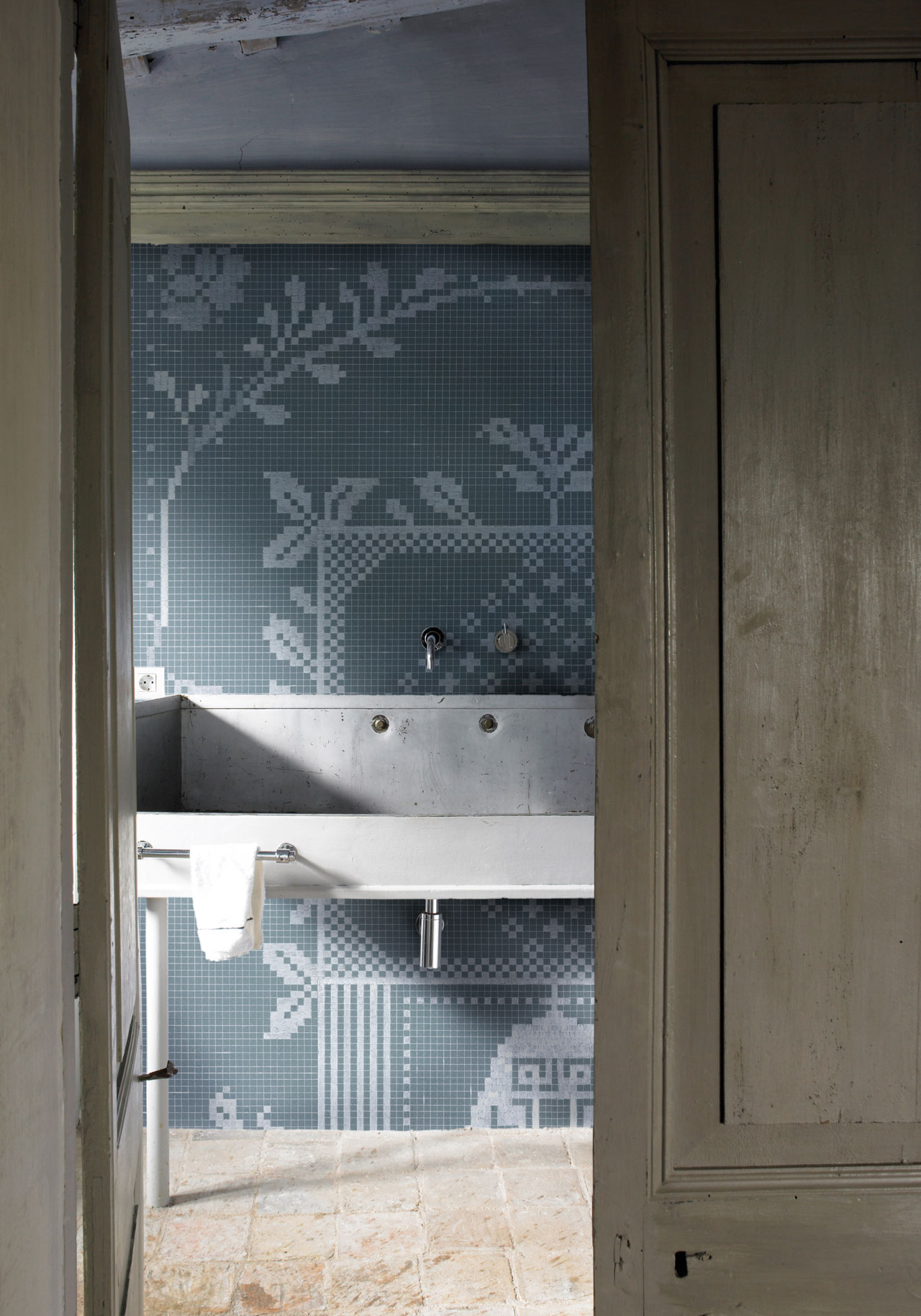 Pixie Wallpaper designed by Gunilla Zamboni for the WET SYSTEM™ Collection © Wall&decò.