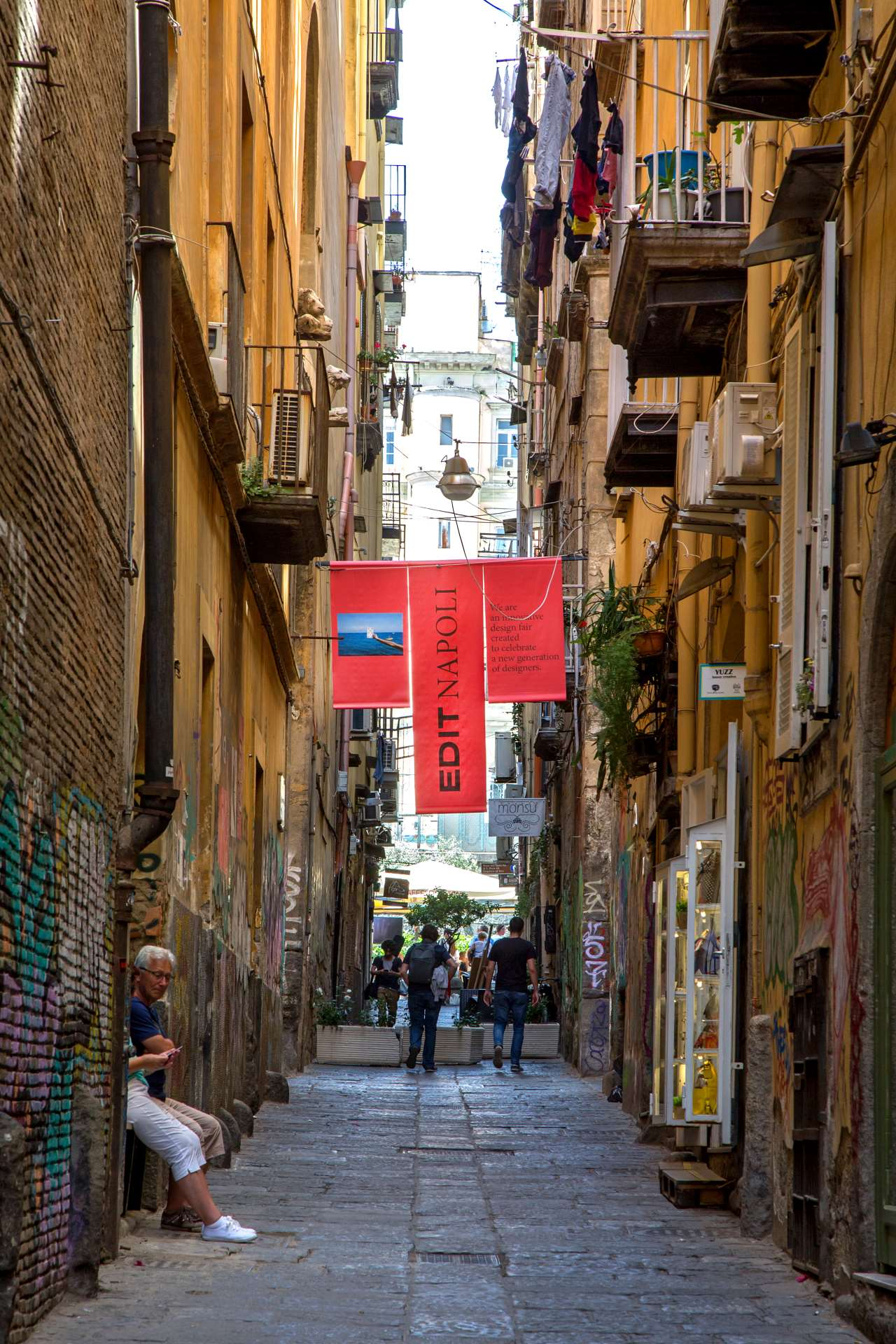 EDIT Napoli, Vico San Domenico Maggiore.Photo © Roberto Pierucci.