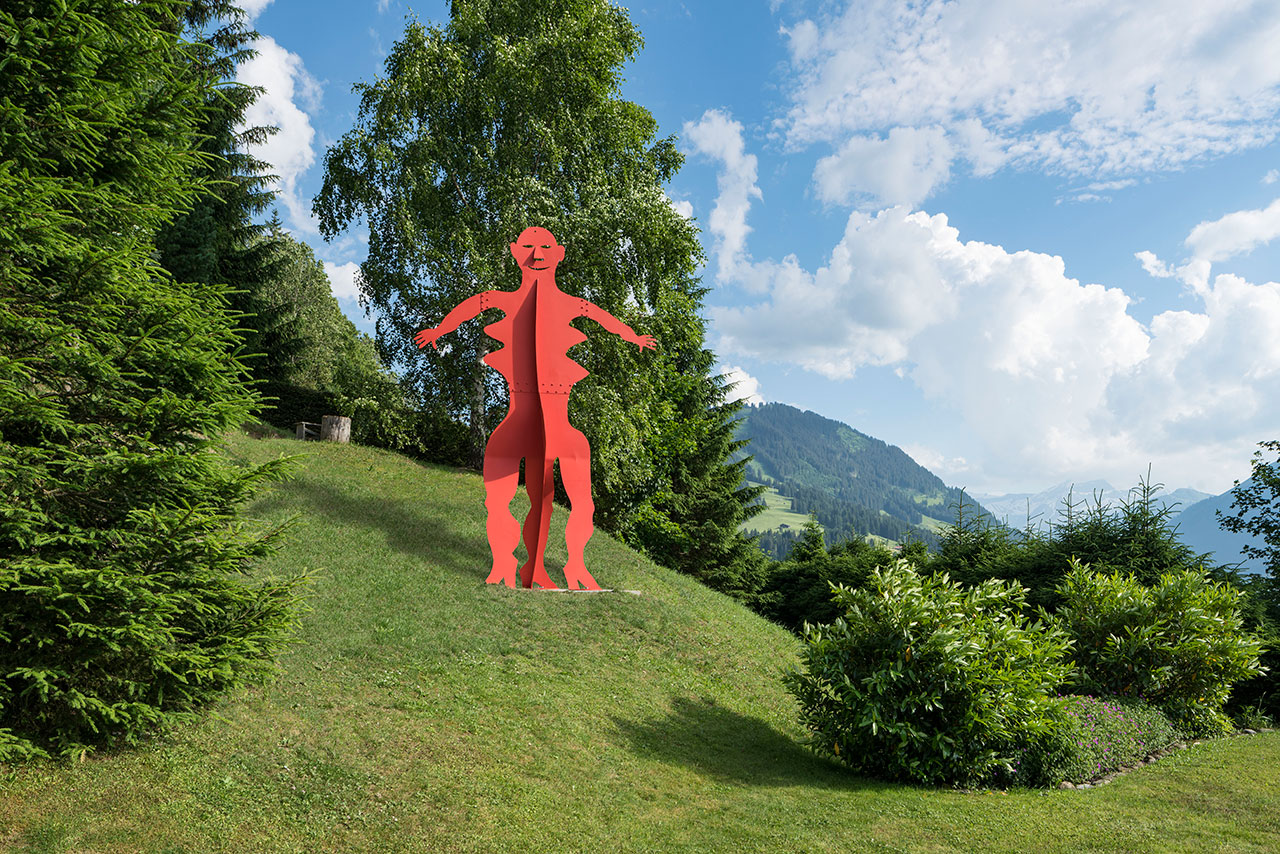 Alexander Calder, 'Untitled' (1976), Installation view, Oberbortstrasse 24, Gstaad, Switzerland, 2016. © 2016 Calder Foundation, New York / DACS London. Courtesy Calder Foundation, New York / Art Resource, New York and Hauser & Wirth. Photo by Jon Etter.